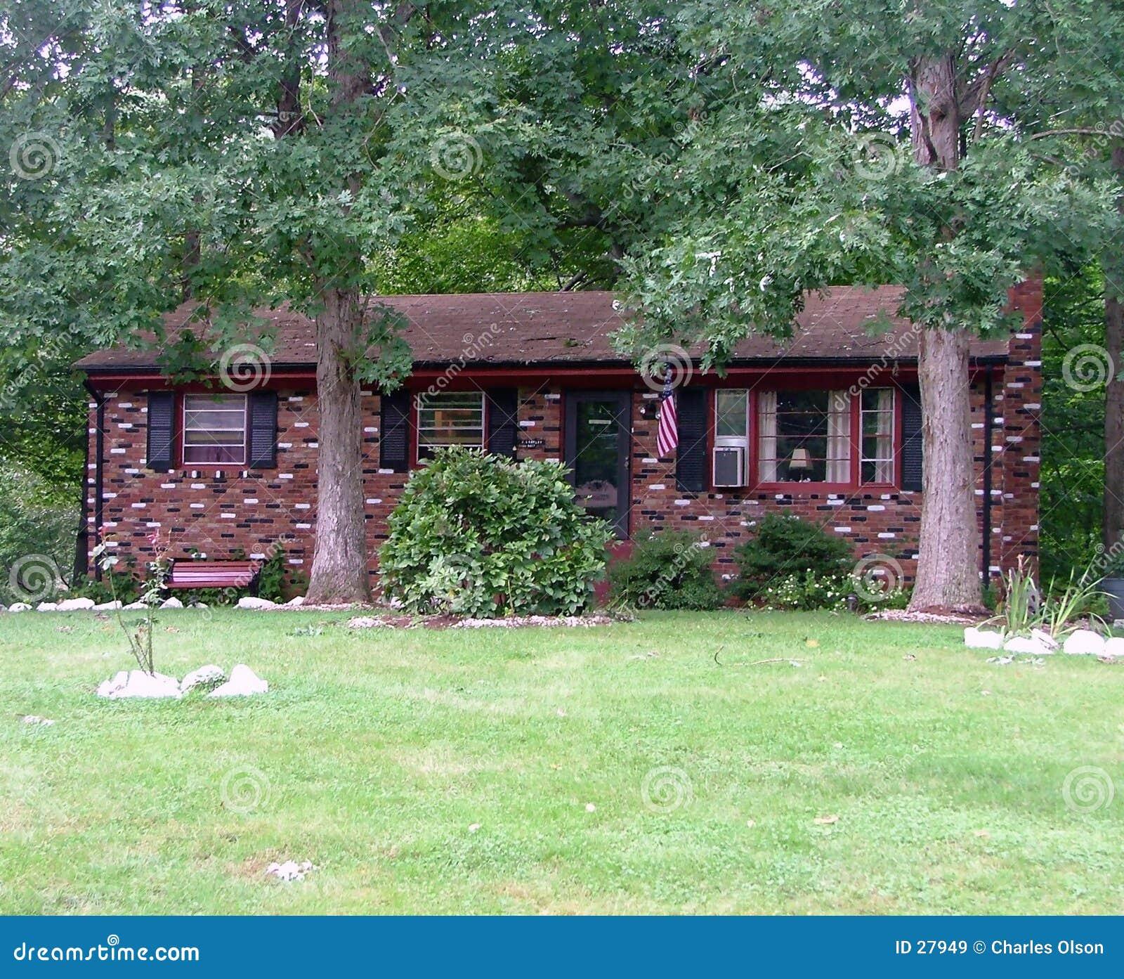 Maison multi de brique de couleur