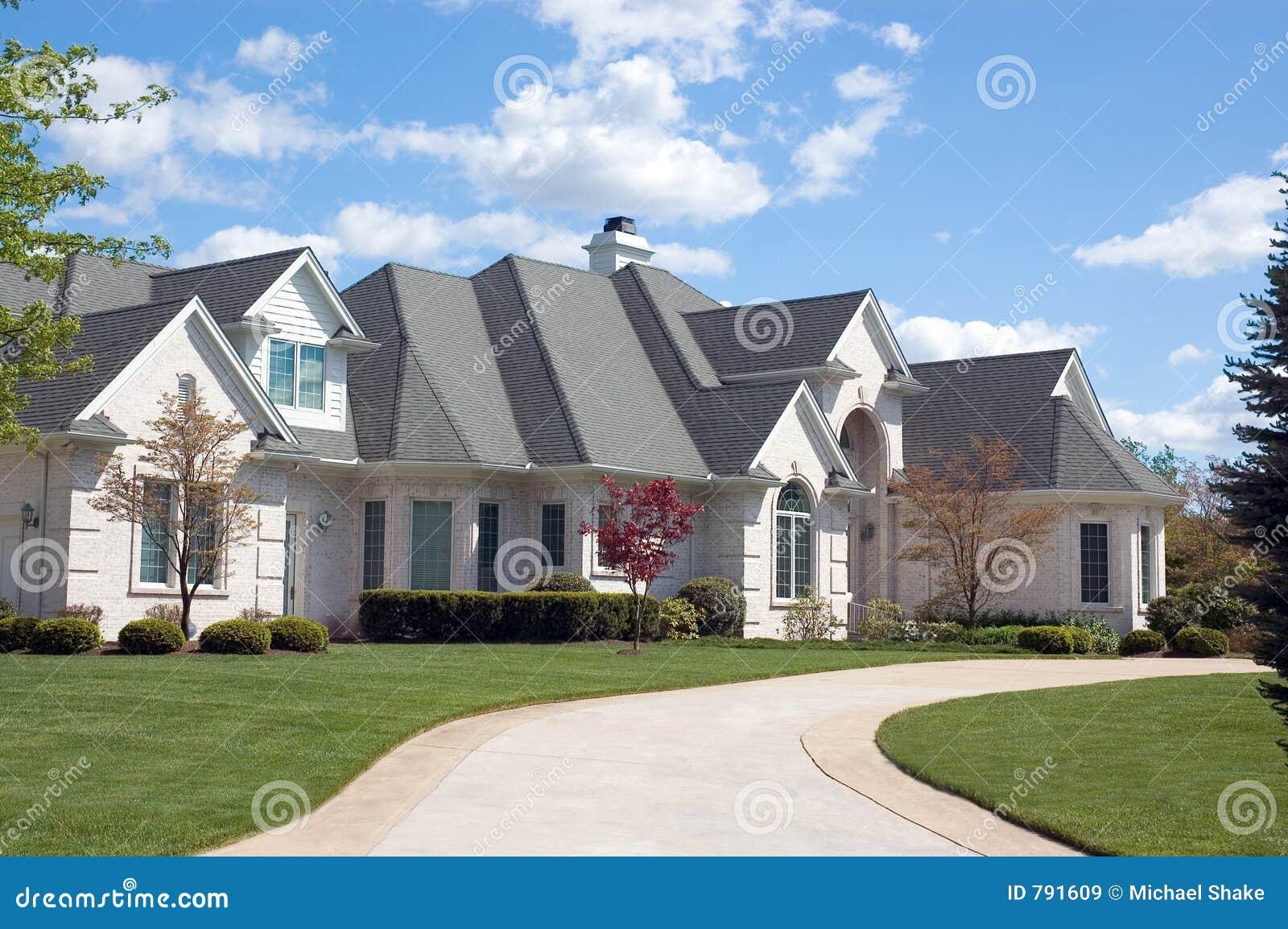 Maison neuve 116 images libres de droits image 791609 for Exterieur maison neuve
