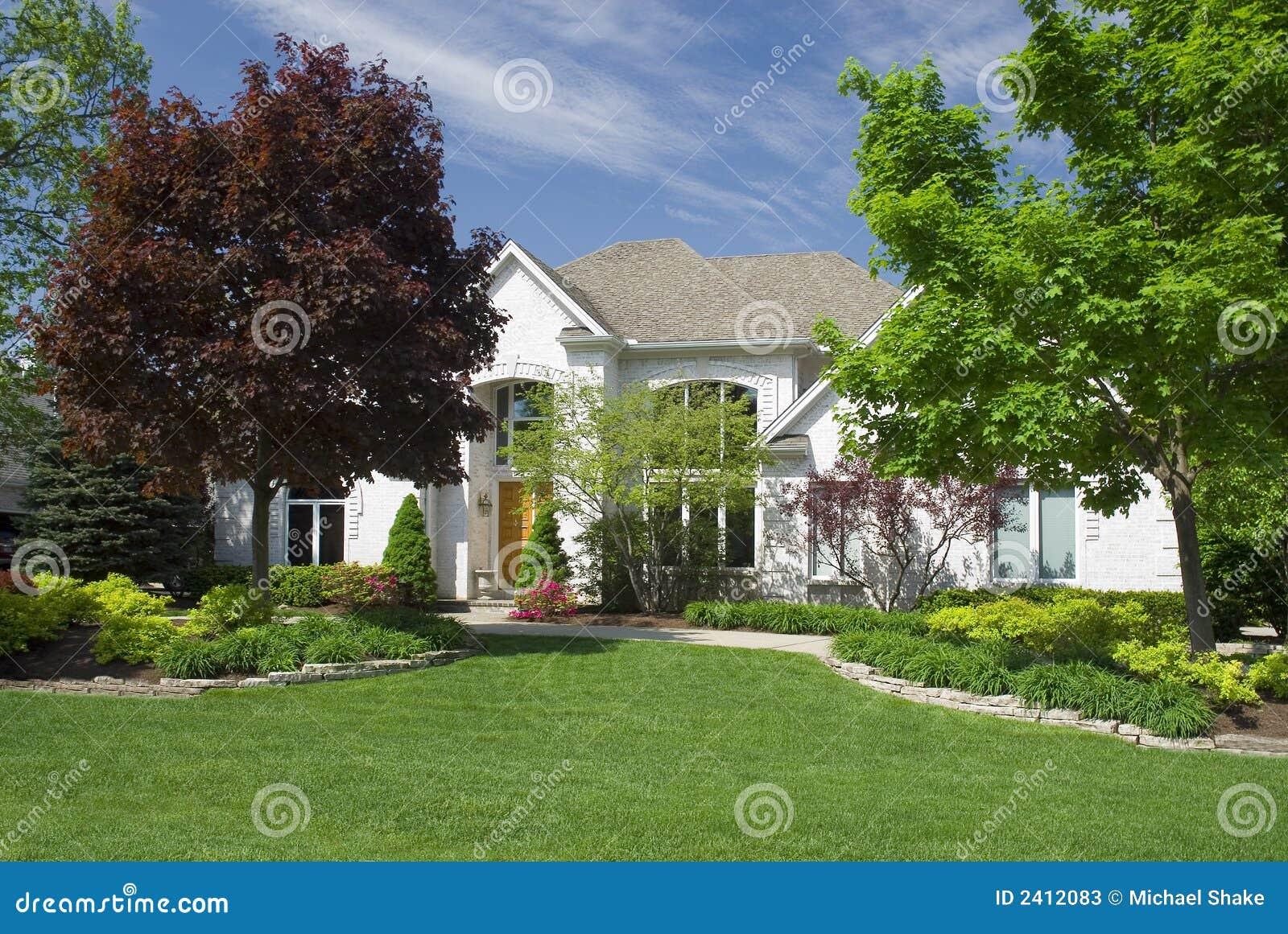 Maison Neuve Moderne Photos Stock Image 2412083