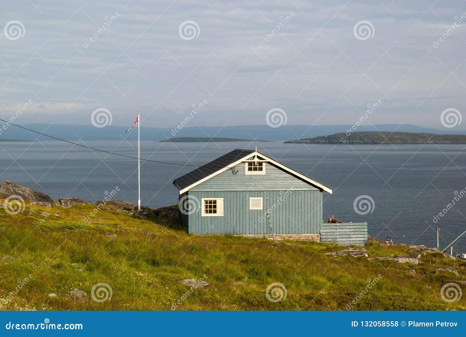 Maison norvégienne donnant sur la mer