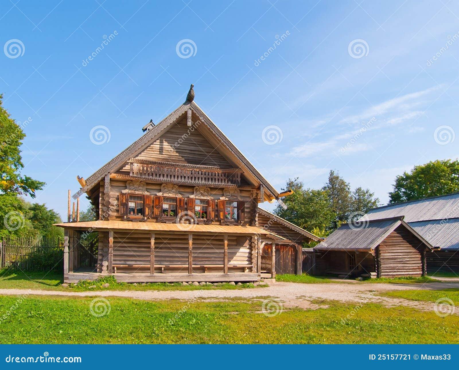 maison rurale en bois russe traditionnelle image stock image 25157721. Black Bedroom Furniture Sets. Home Design Ideas
