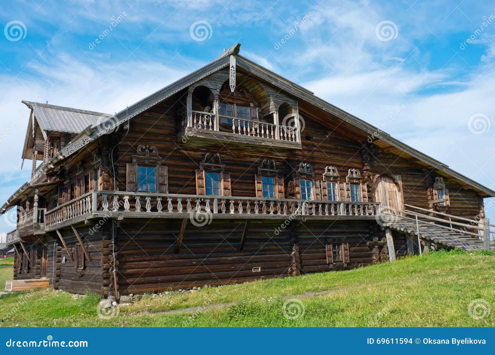 maison russe traditionnelle sur l 39 le kizhi car lie russie photo stock image du cottage. Black Bedroom Furniture Sets. Home Design Ideas