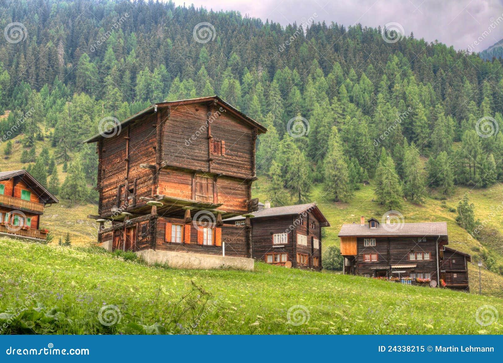 Maison rustique de bois de construction suisse photo for Maison rustique