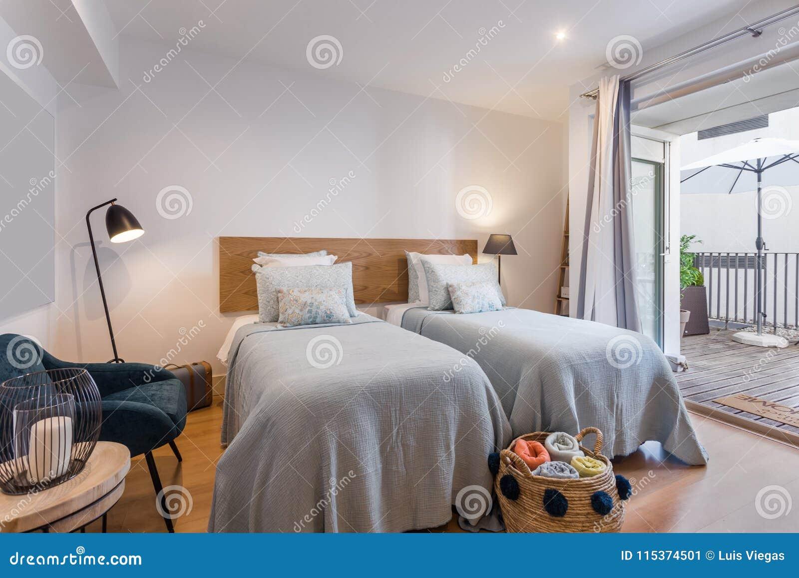 Maison Simple Moderne De Chambre à Coucher Avec La Petite Cuisine ...