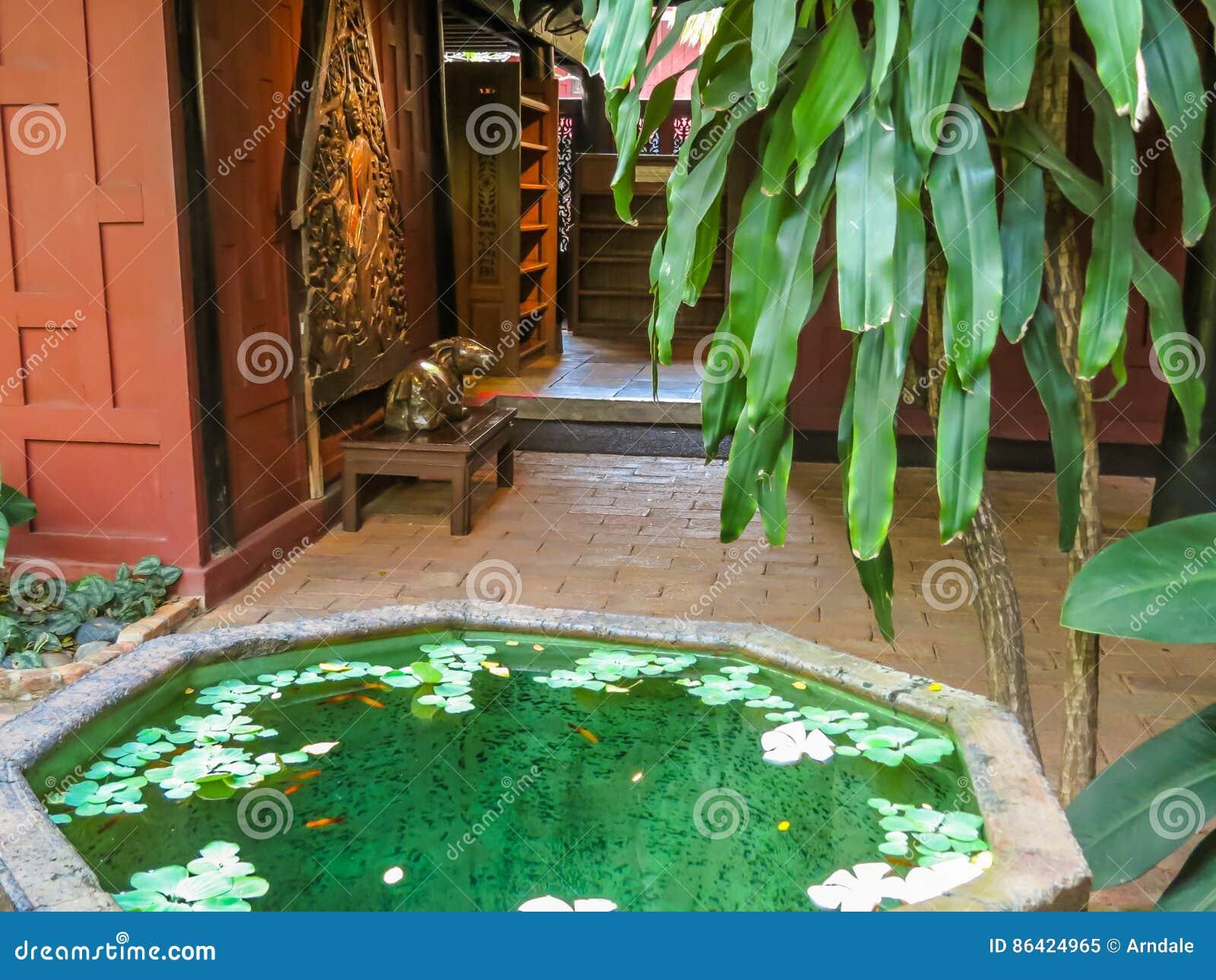 Maison Thailandaise Et Jardin Tropical Image Stock Image Du Beau
