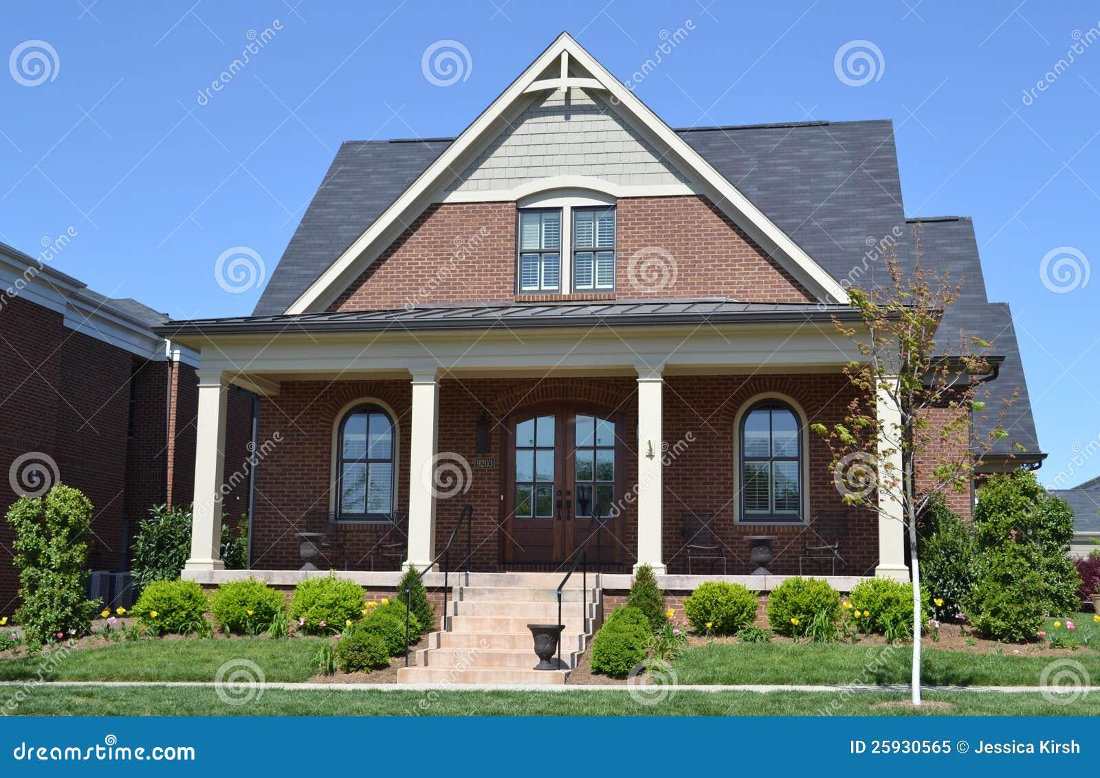 Maison toute neuve de type de la nouvelle angleterre de for Type de maison neuve