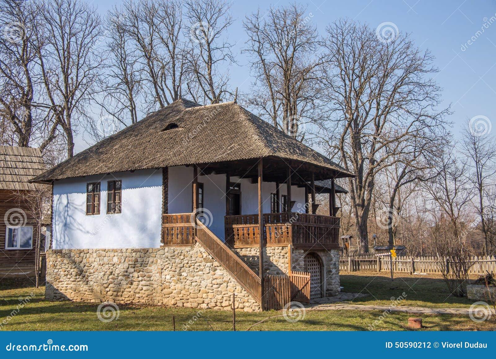 Maison traditionnelle de campagne dans la zone rurale for Extension maison zone rurale