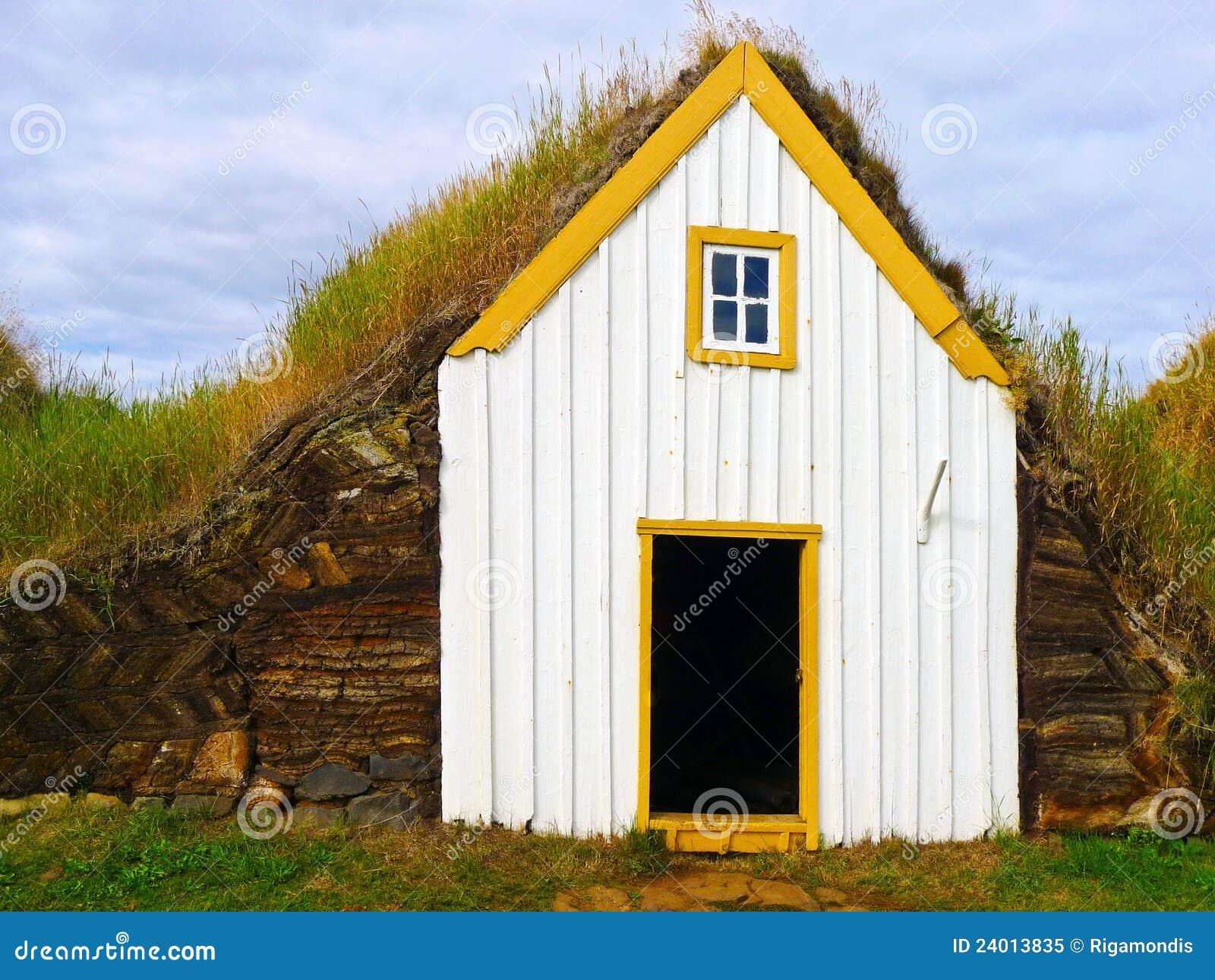 Maison traditionnelle de toit de gazon de l 39 islande photo for La maison des gazons