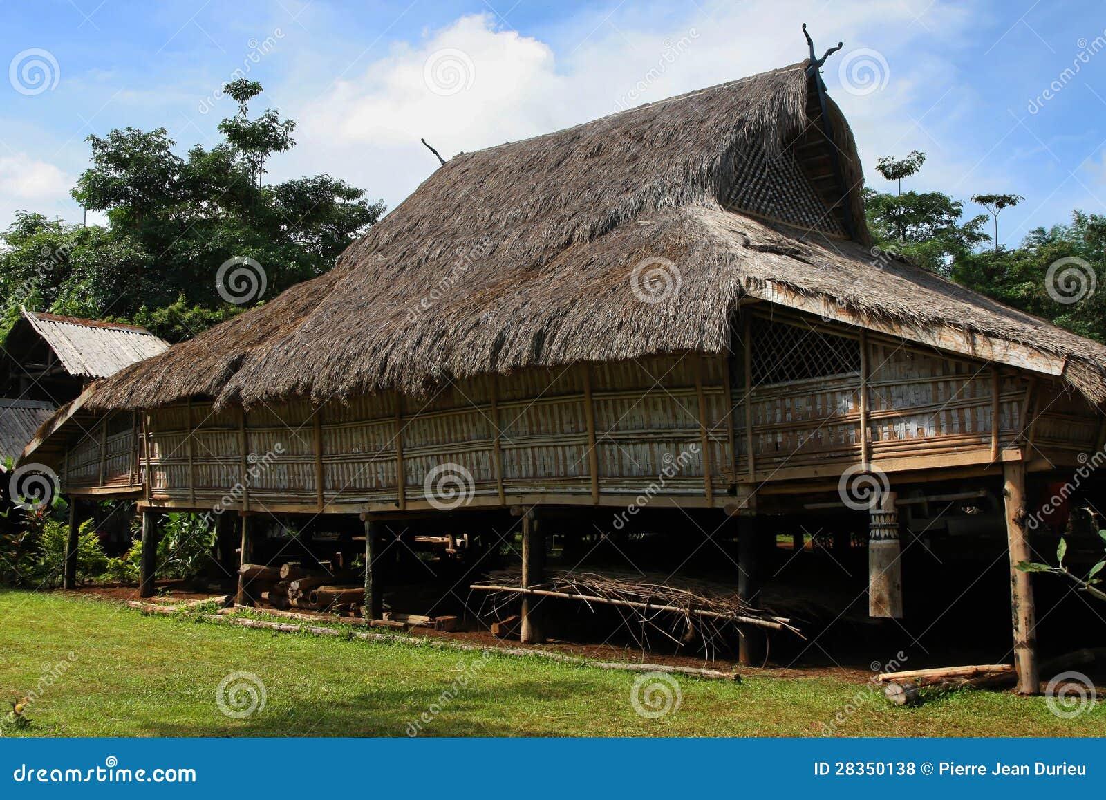 Maison traditionnelle de village dans les laotiens du sud for Maison traditionnelle laos