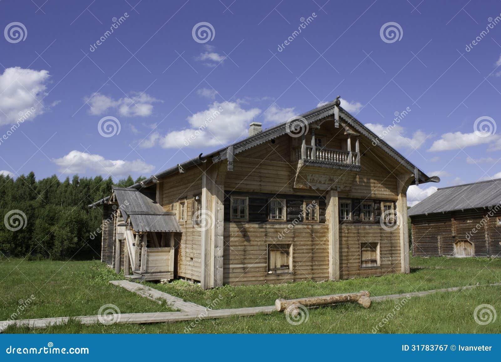 Maison traditionnelle du nord russe image stock image for Maison traditionnelle nord