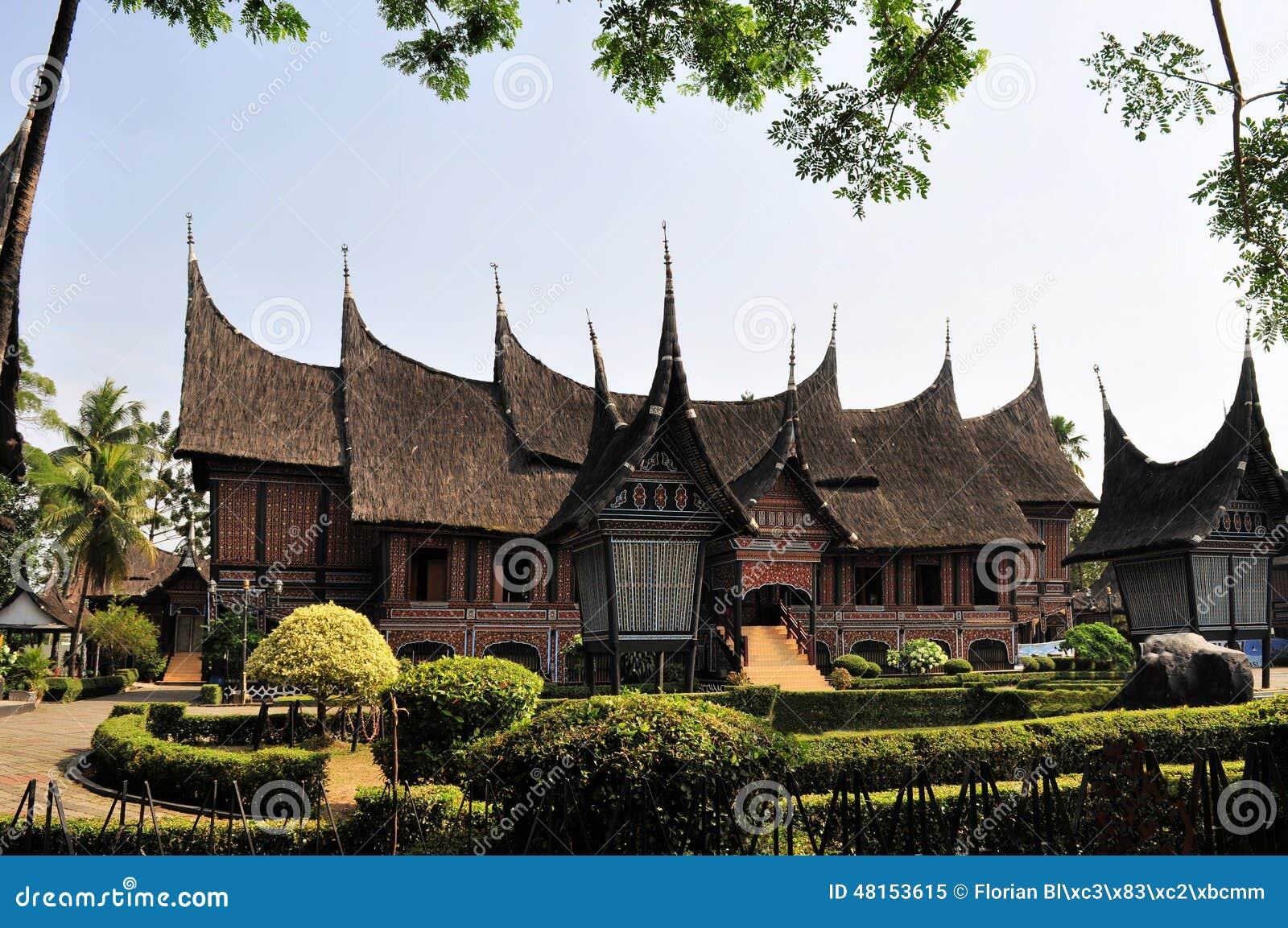 maison traditionnelle sur sumatra occidental indon sie photo stock image 48153615. Black Bedroom Furniture Sets. Home Design Ideas