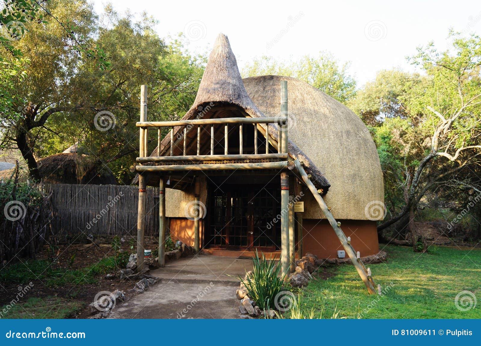 maison tribale de paille en afrique du sud image stock image 81009611. Black Bedroom Furniture Sets. Home Design Ideas