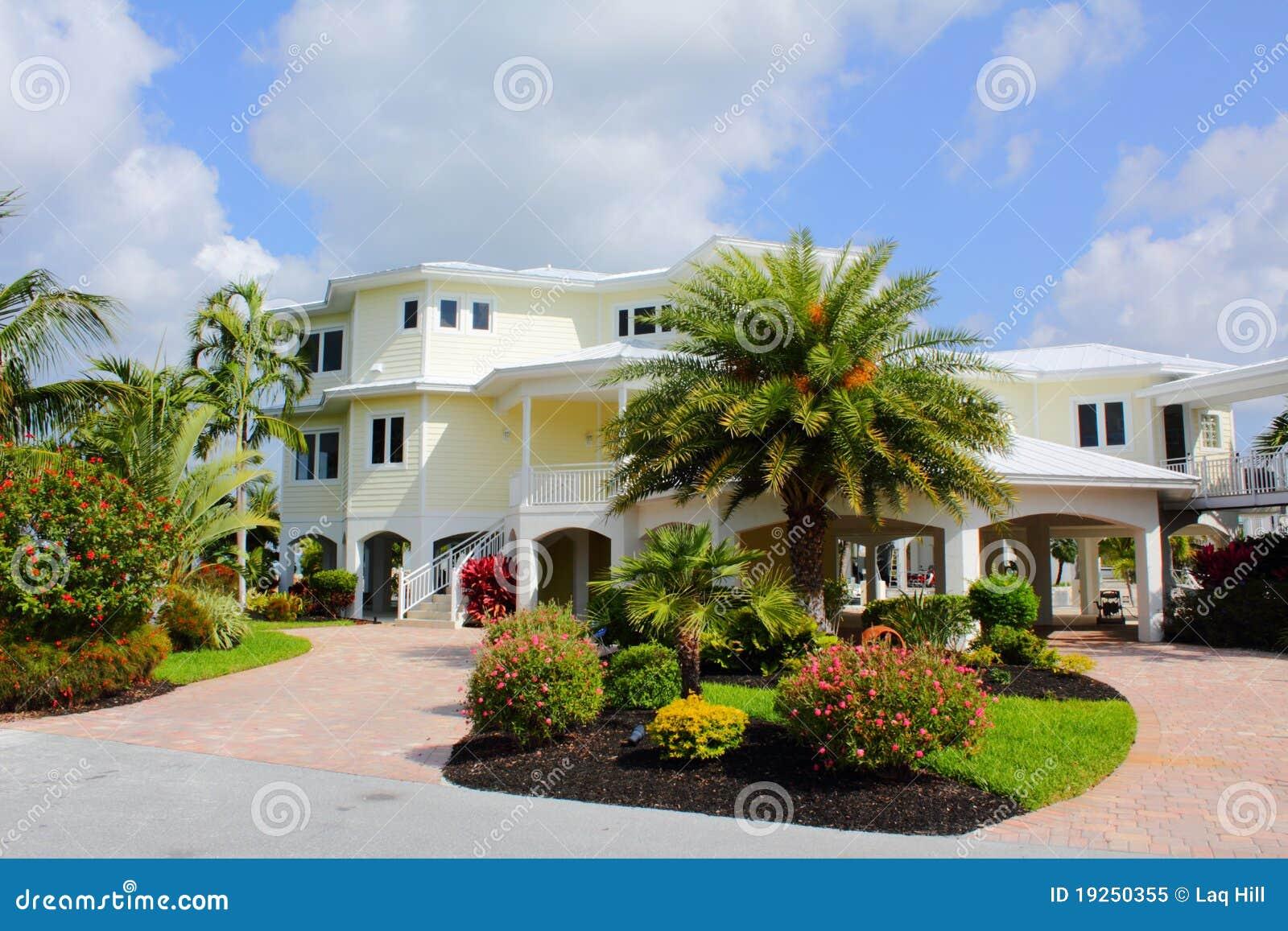 maison tropicale prestigieuse de luxe image stock image du brique pelucheux 19250355