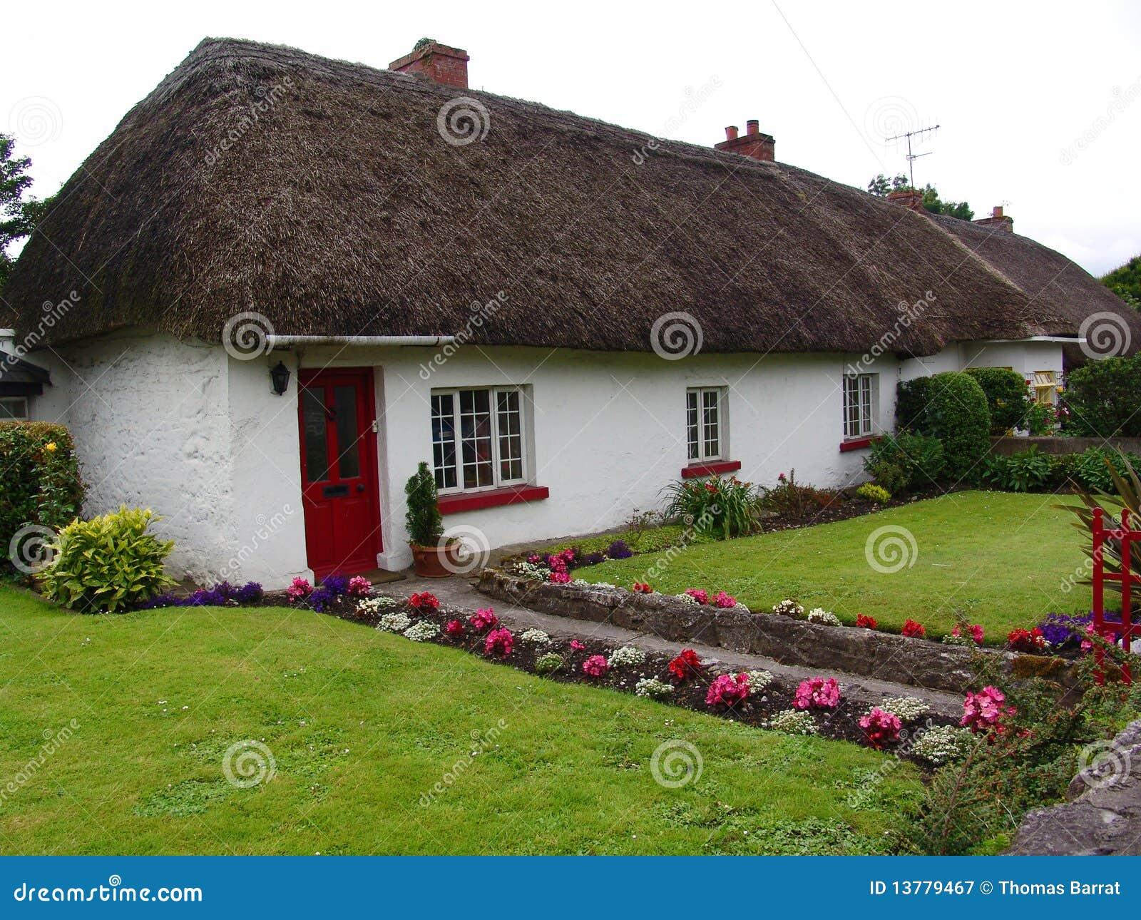 Tole bac acier morbihan trouver un artisan saint nazaire for Type de toiture maison