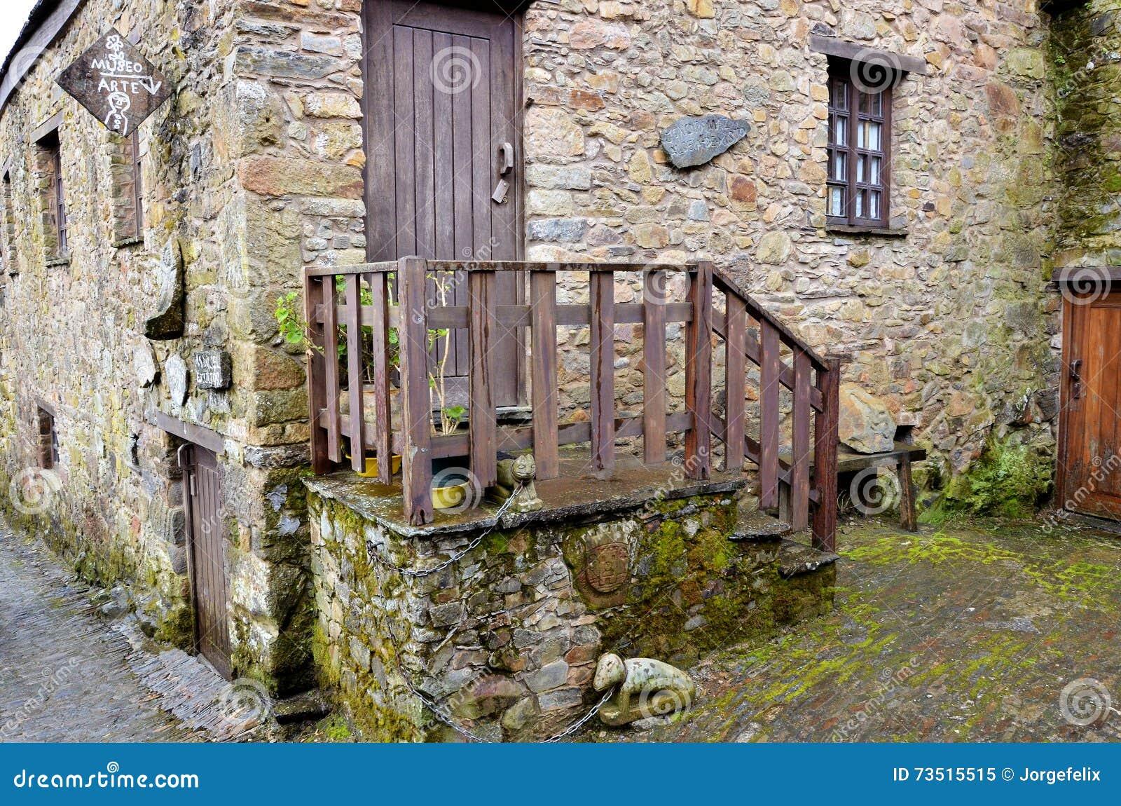 maison typique faite avec la pierre au portugal image. Black Bedroom Furniture Sets. Home Design Ideas