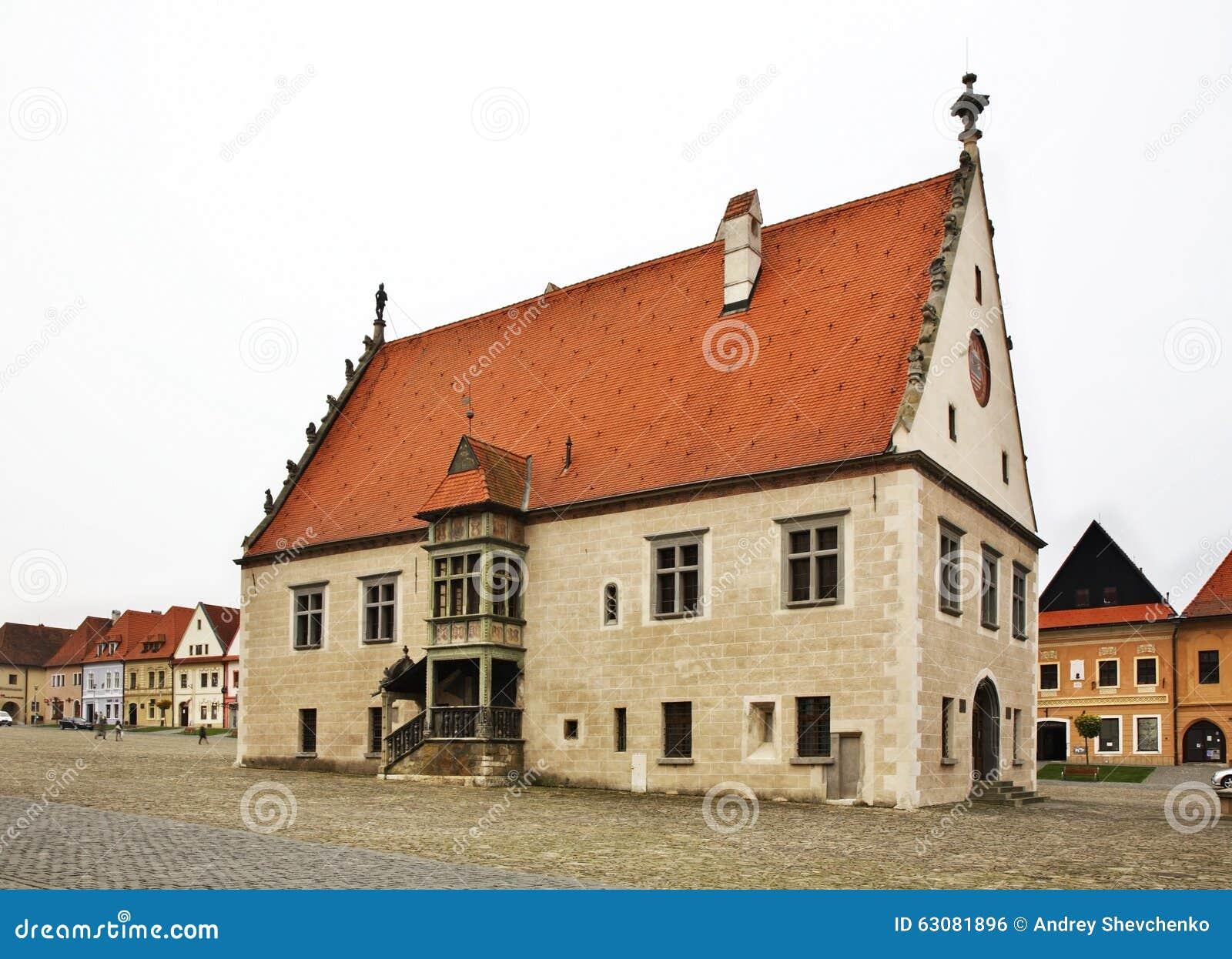 Download Maison Urbaine Sur La Place D'hôtel De Ville (mestie De ¡ De Nà De Né De  De RadniÄ) Dans Bardejov Photo stock - Image du ville, slovaque: 63081896
