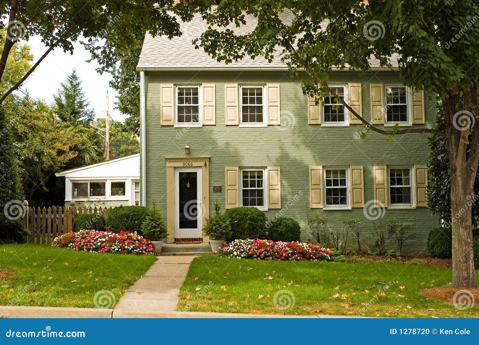 maison verte de brique photo stock image 1278720. Black Bedroom Furniture Sets. Home Design Ideas