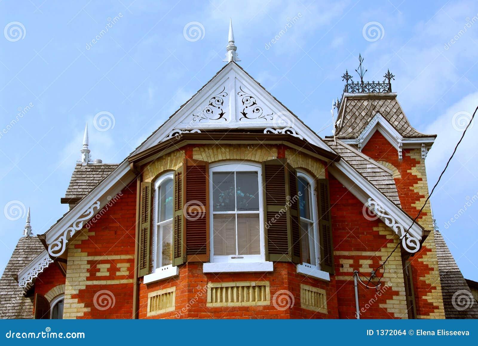 Maison victorienne photo stock image du rouge fleuri 1372064 - Maison victorienne ...