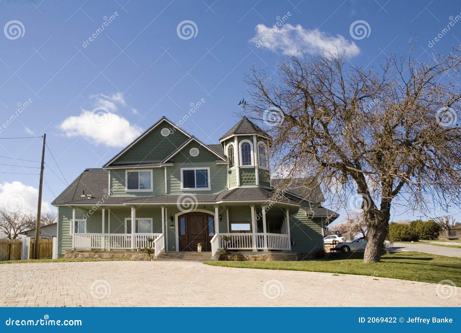 Maison victorienne moderne de type photographie stock for Type de maison