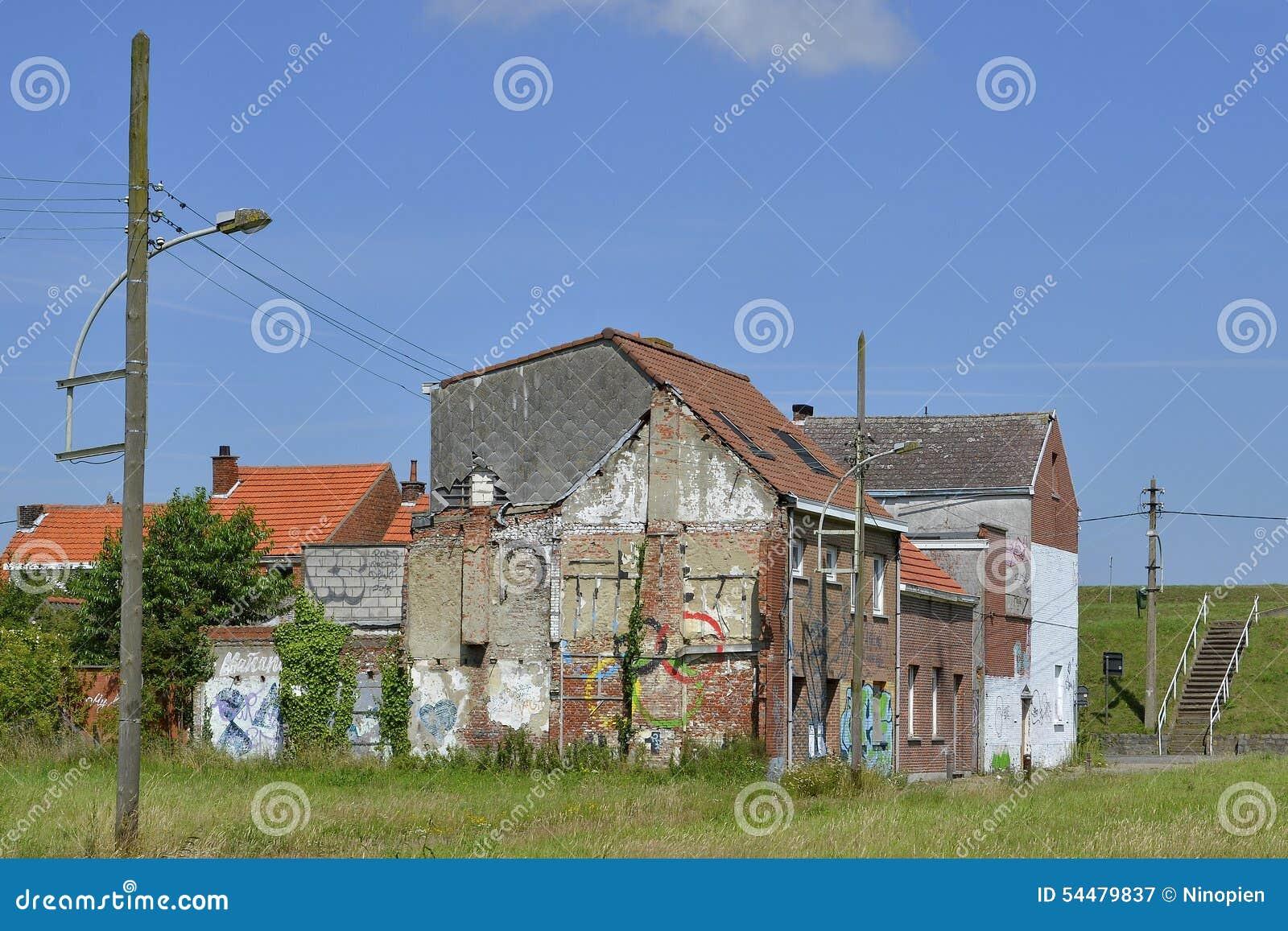 Maisons abandonn es et d molies doel belgique photographie ditorial imag - Maisons abandonnees belgique ...