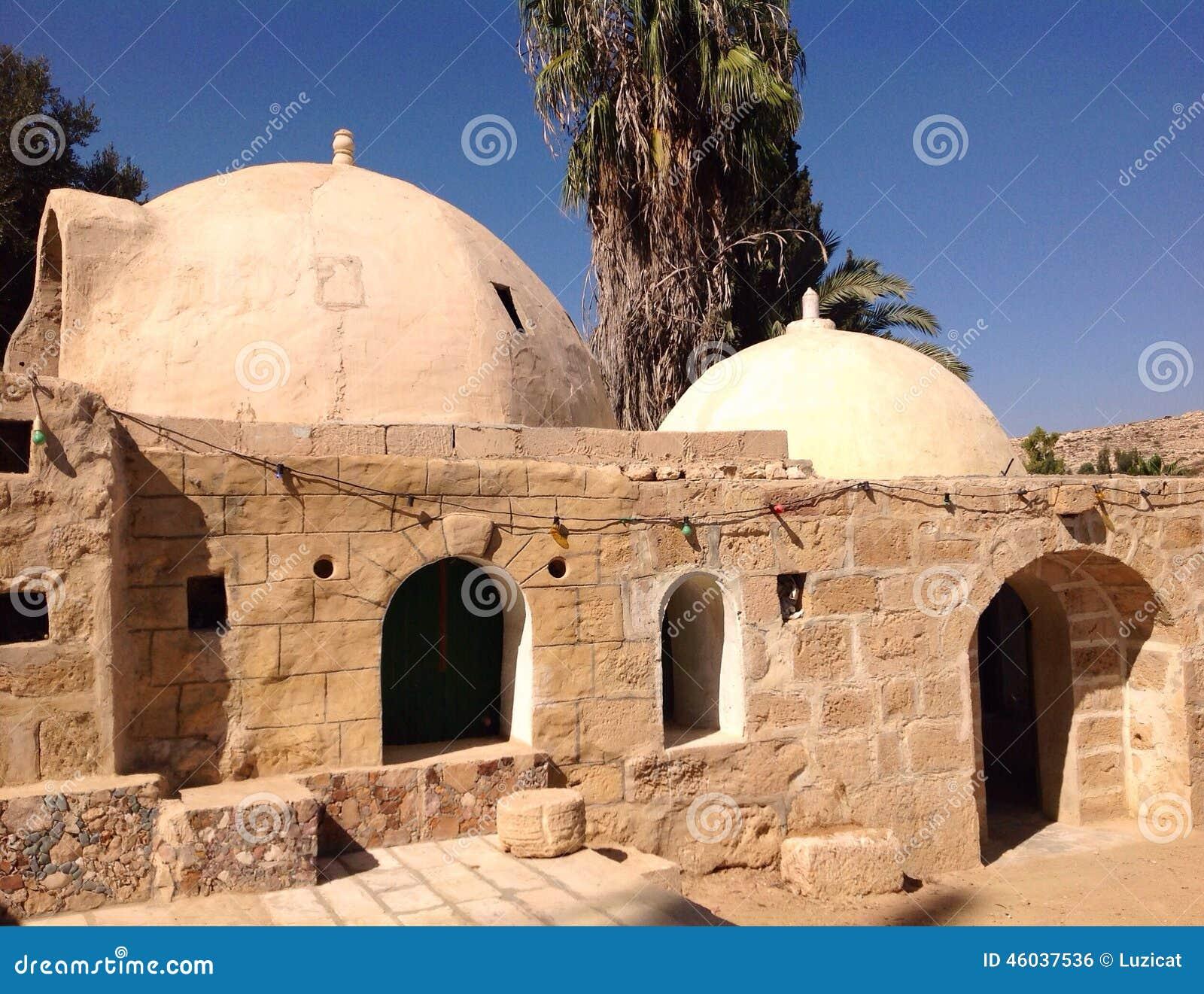 Maisons arabes traditionnelles dans le d sert de nagev for Architecture maison arabe