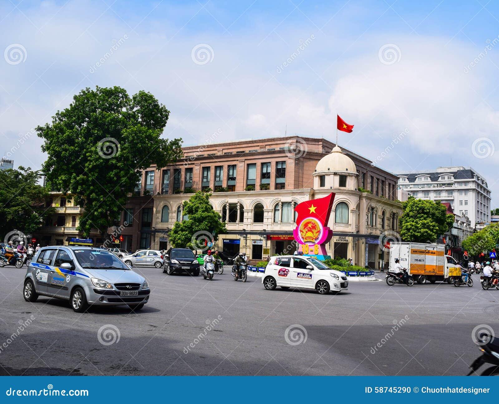 Maisons colorées et belles étroites typiques dans la rue de Hanoï L ha de NOI est le capital et la deuxième plus grand ville au V