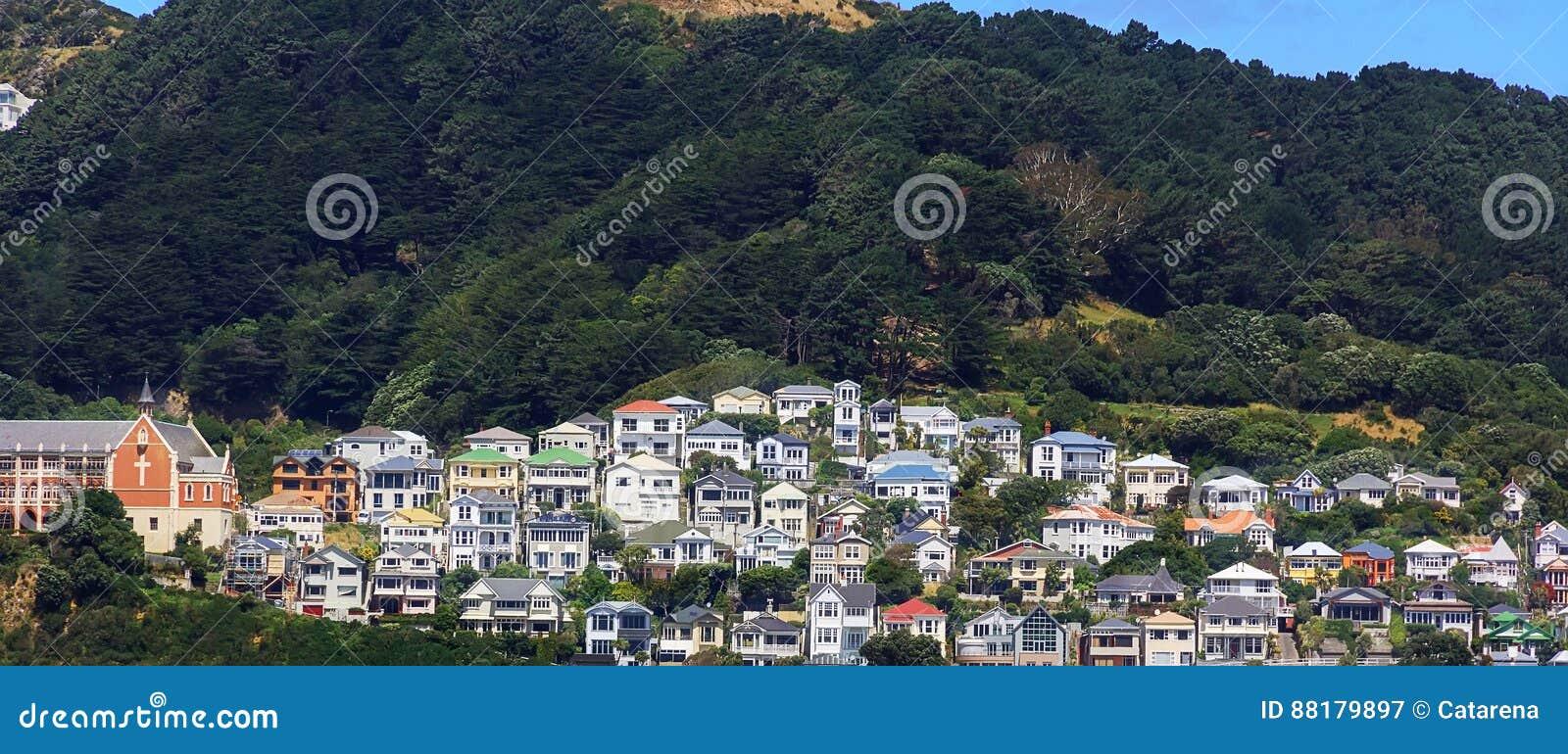 Maisons colorées sur le bâti Victoria à Wellington, Nouvelle-Zélande