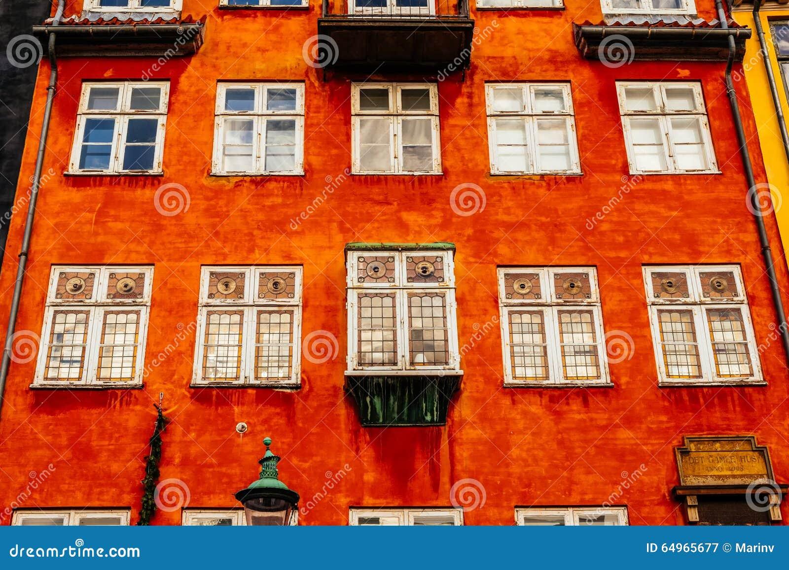 Maisons colorées typiques et extérieurs de bâtiment dans la vieille ville de Copenhague