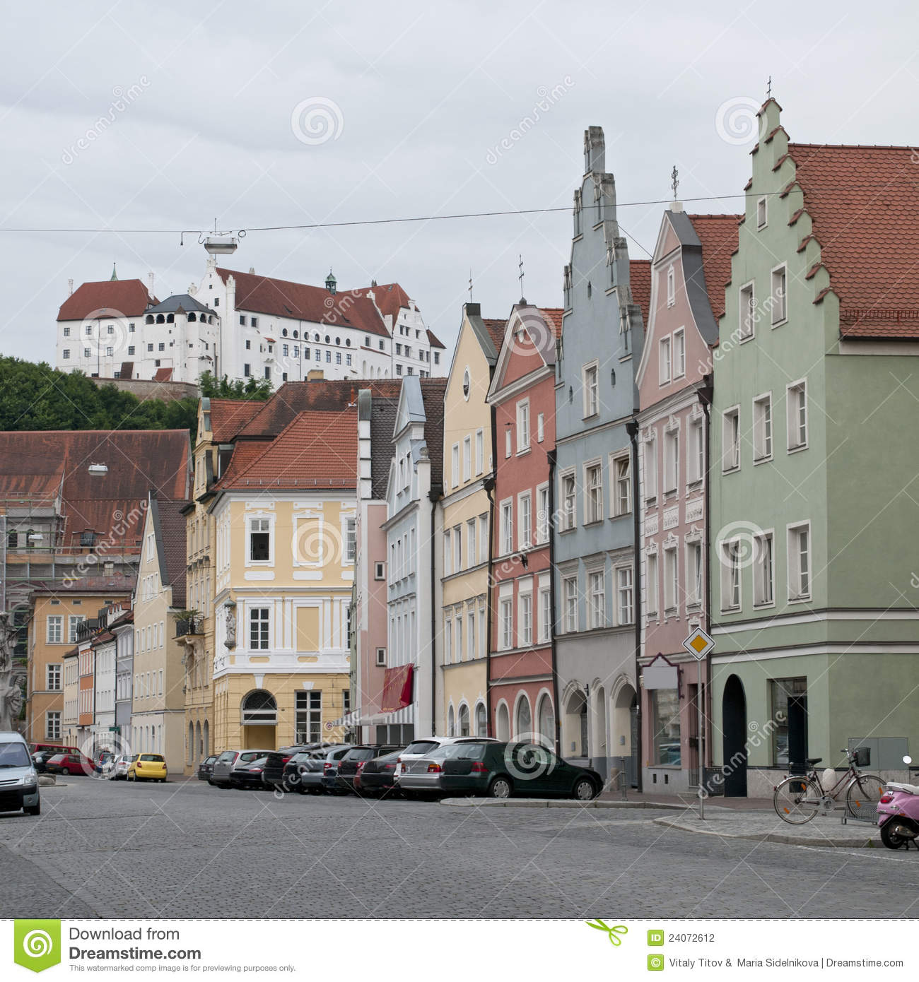maisons color es la rue de landshut allemagne photographie stock image 24072612. Black Bedroom Furniture Sets. Home Design Ideas