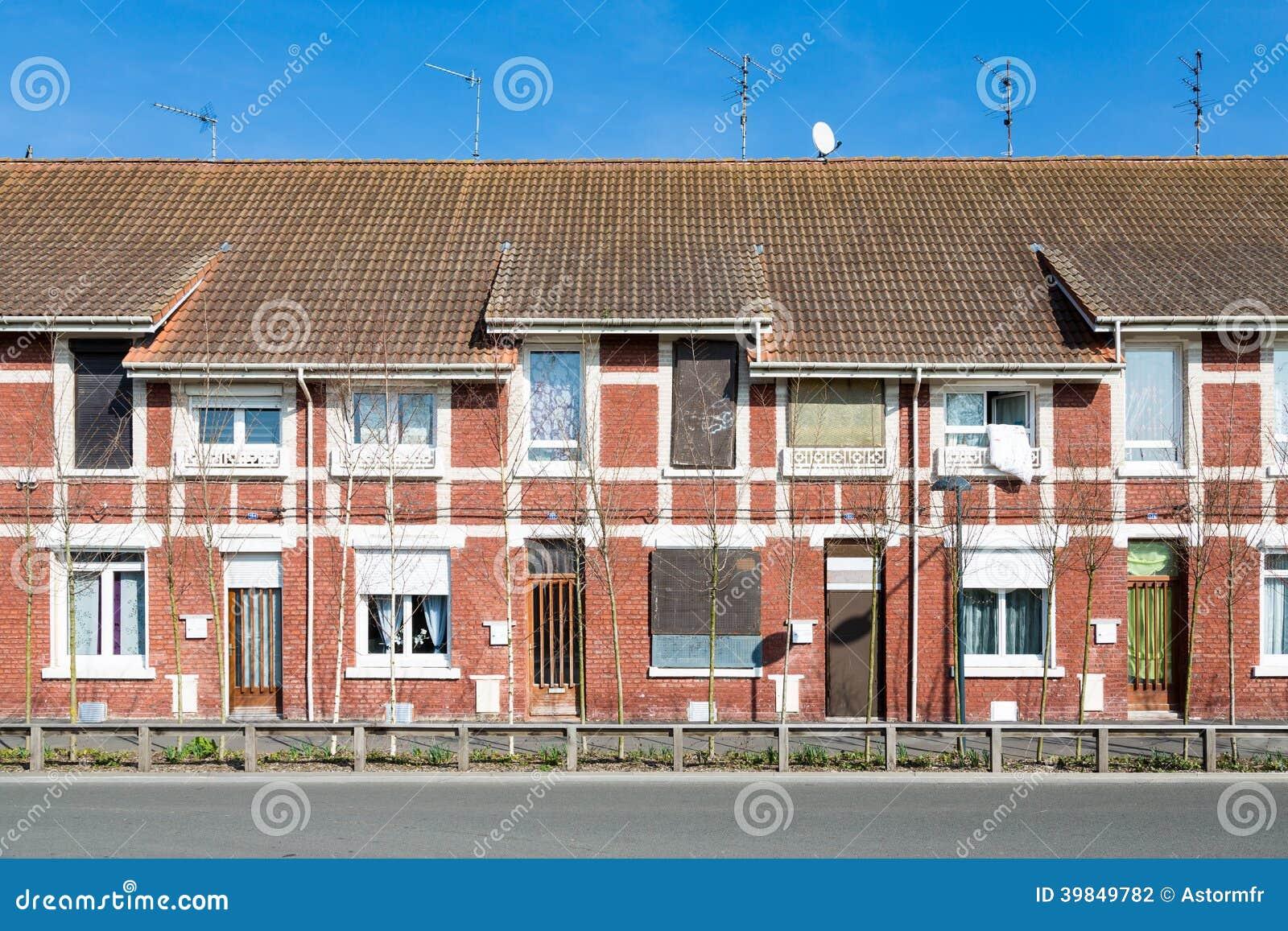 Maisons De Brique Rouge Dans Les Frances Photo Stock   Image Du Mêmes,  Identique: 39849782