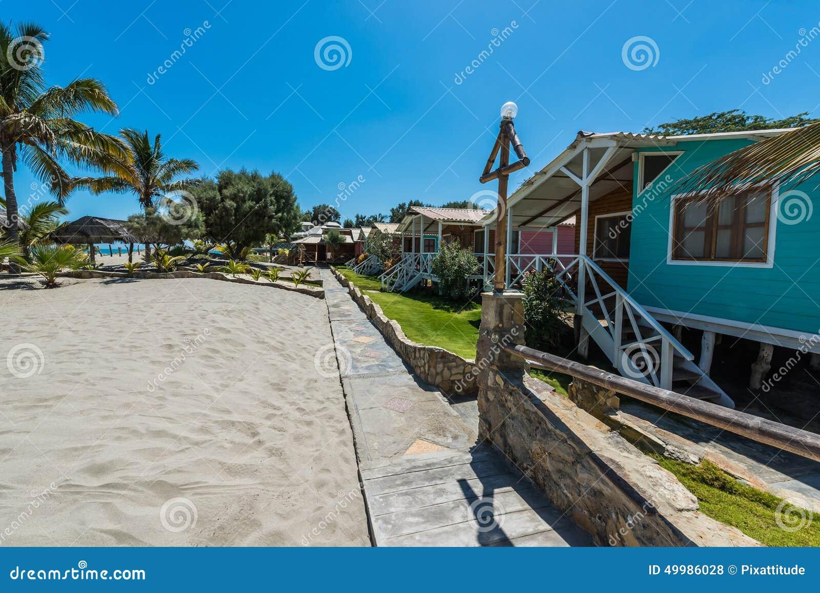 Maisons de plage dans la côte péruvienne chez Piura Pérou