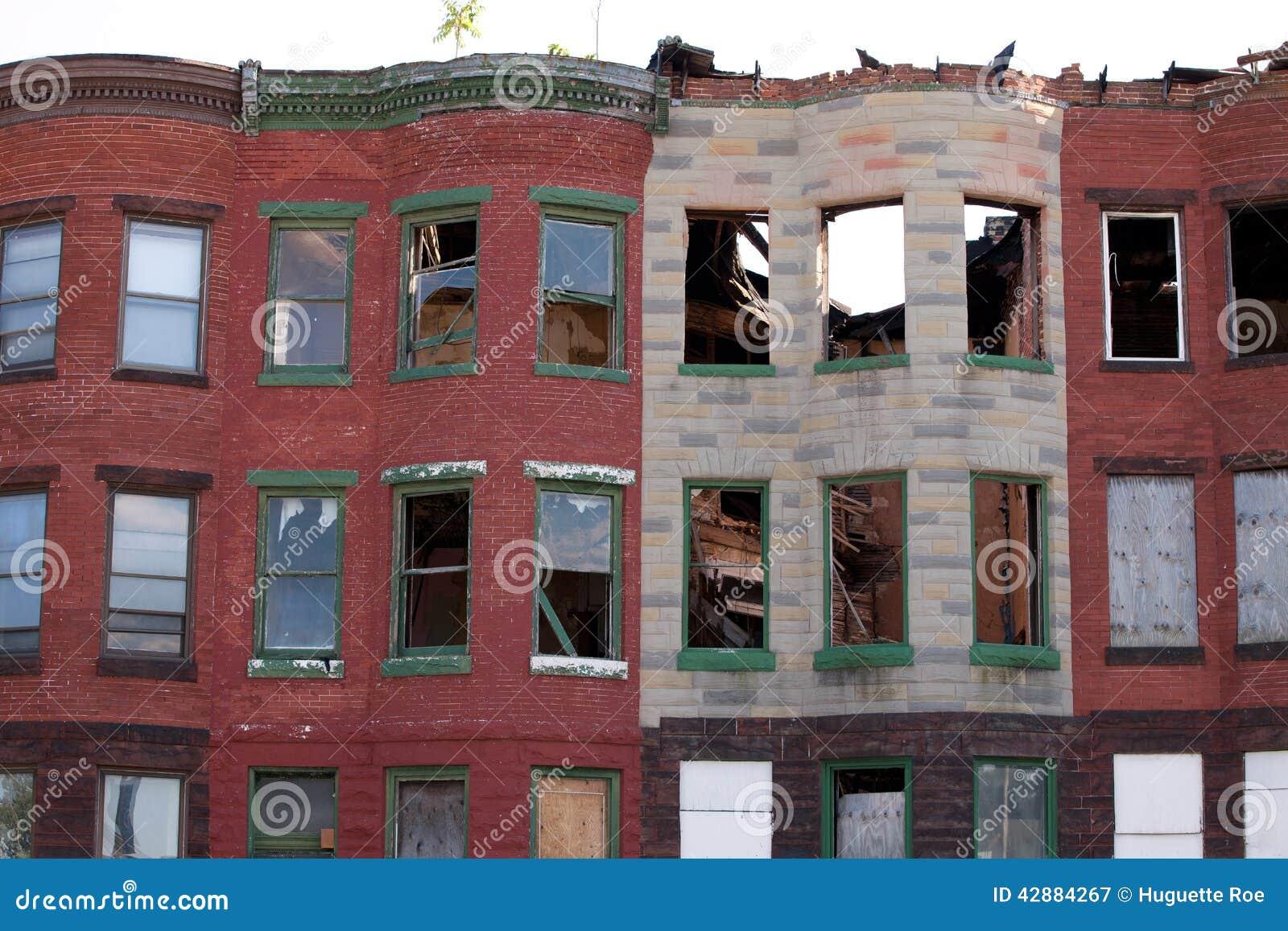 Maisons de rangée abandonnées