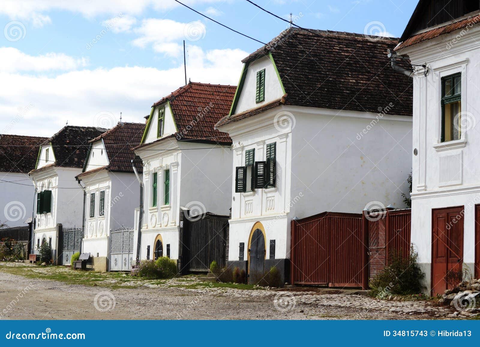 Maisons De Remetea La Transylvanie Roumanie Image Stock Image Du Vieux Jardin 34815743