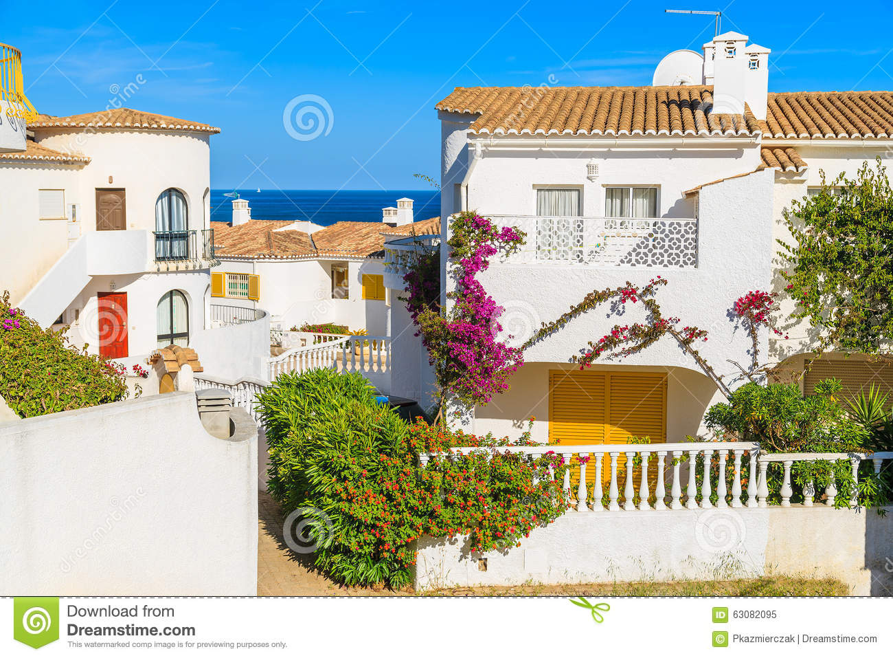 Download Maisons De Vacances En Ville De Luz Image stock - Image du lifestyle, maison: 63082095