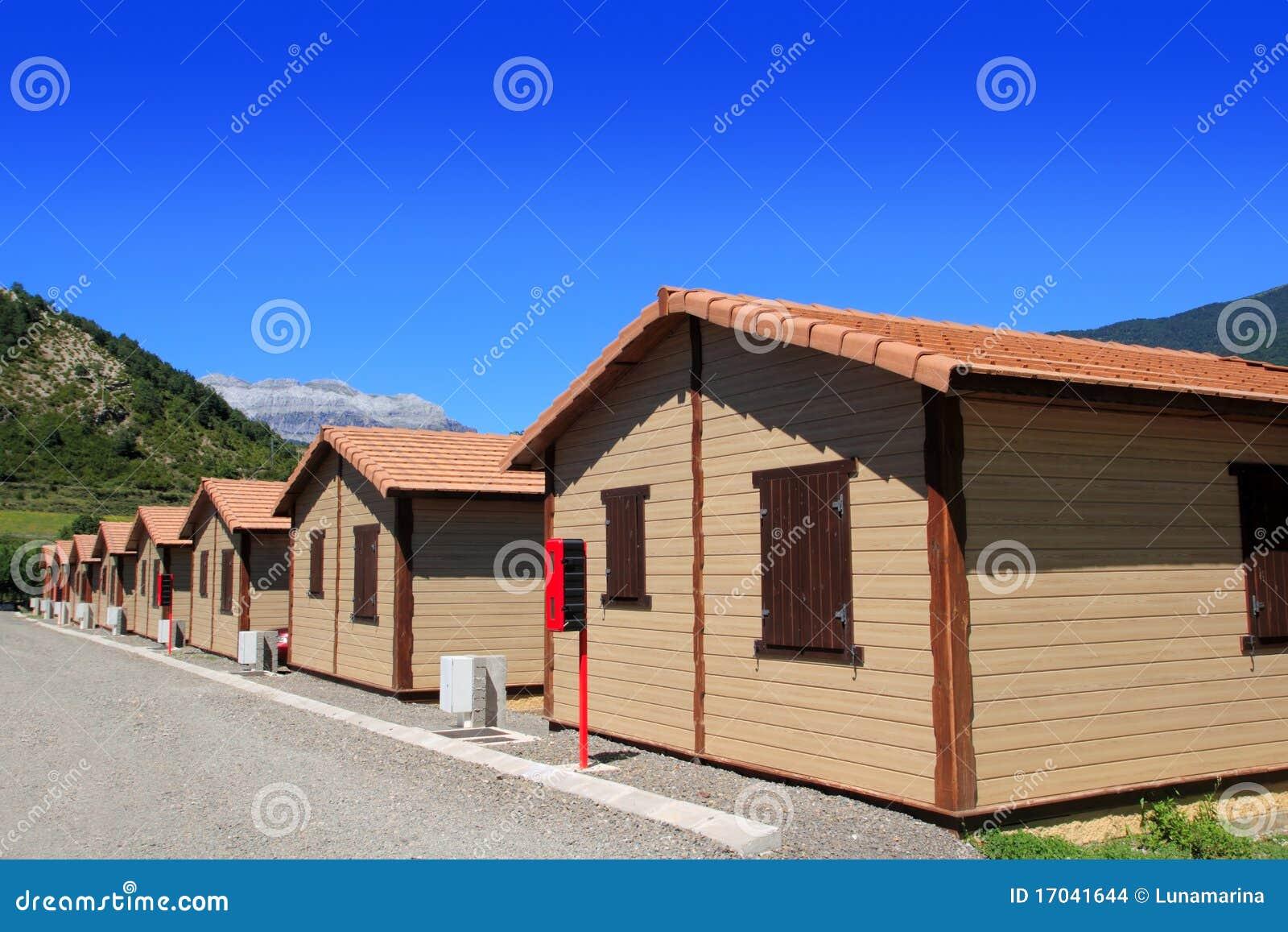 Maisons En Bois De Pavillon Dans La Zone Campante Images stock  Image 17041644