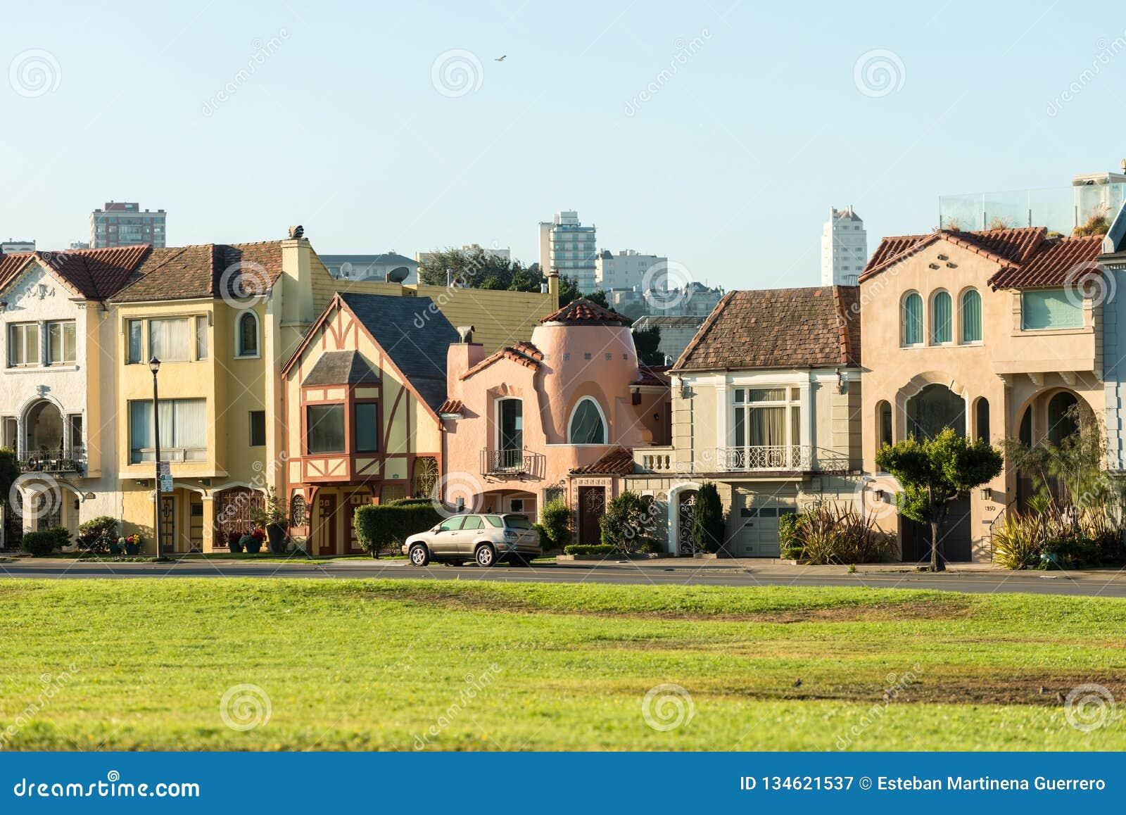 Maisons iconiques colorées à San Francisco, la Californie, Etats-Unis