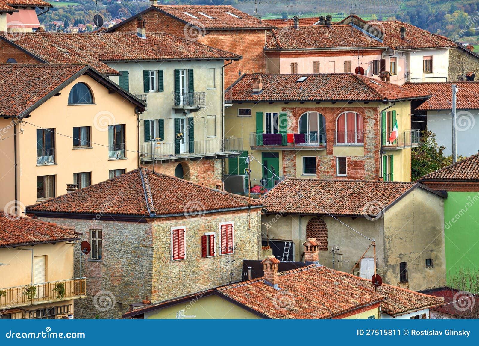 Maisons italiennes diano d 39 alba italie image stock for Case italiane