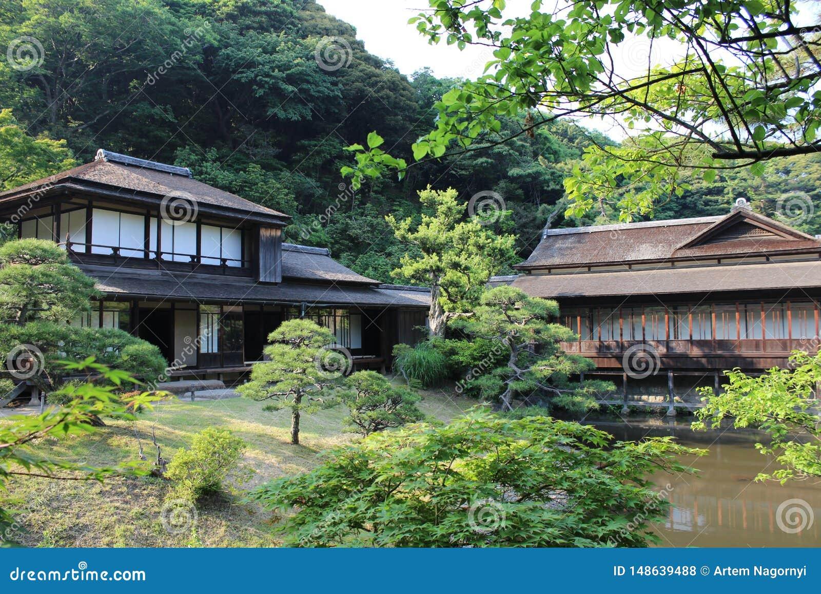 Maisons Japonaises Traditionnelles Dans Le Jardin De