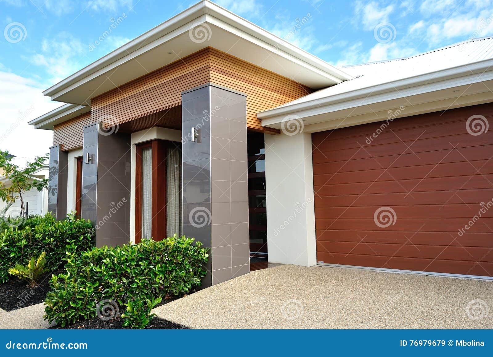 Maisons Modernes Dans Le Voisinage Suburbain Image stock - Image du ...
