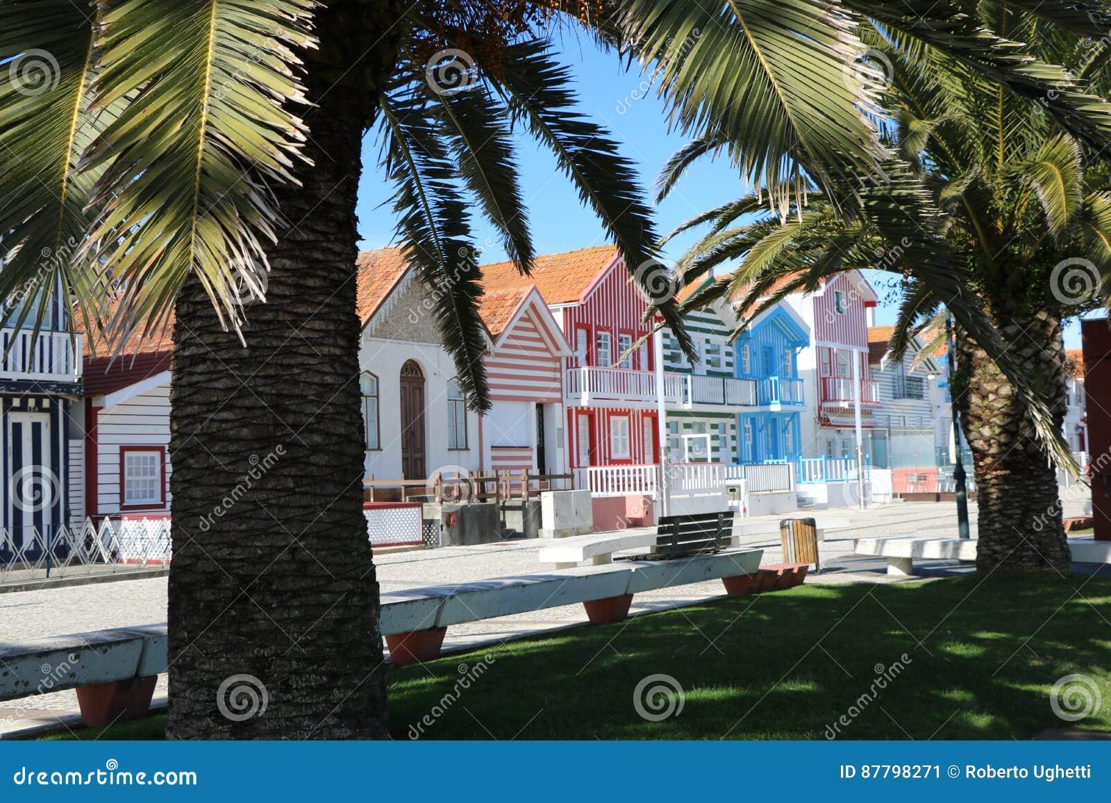 Maisons pittoresques au portugal photo stock image 87798271 for Maison prefabriquee au portugal