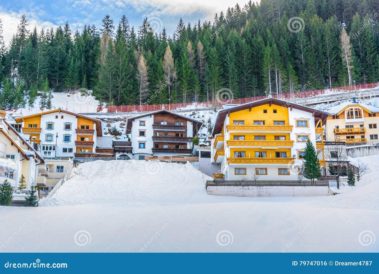 Maisons traditionnelles d hiver dans Ischgl, Autriche