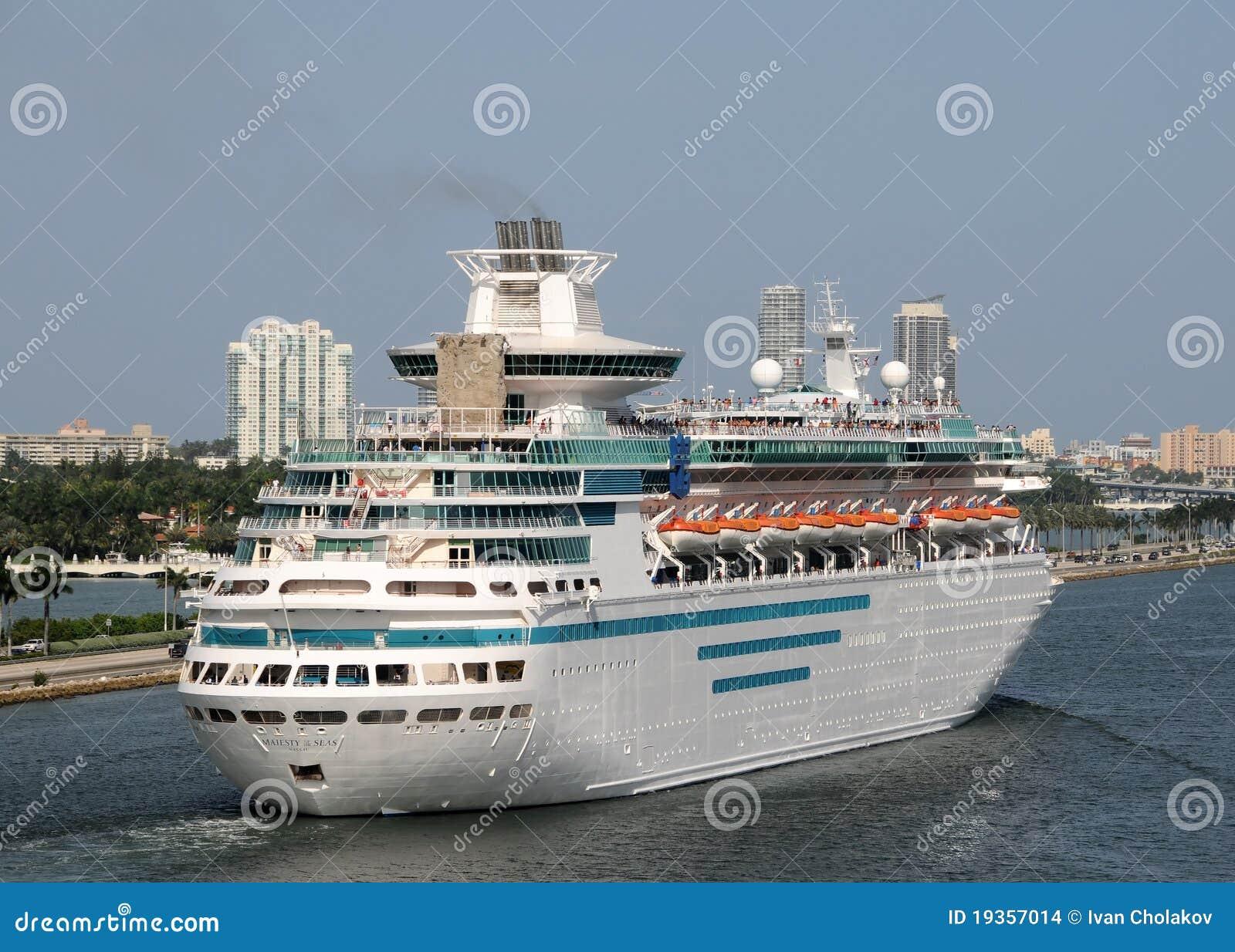 Majestade dos mares por Cruiselines do Cararibe real