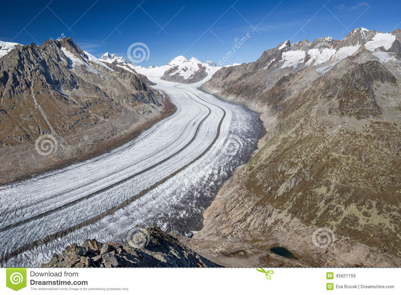 Majestic view to Aletsch glacier, the largest gracier in Alps an