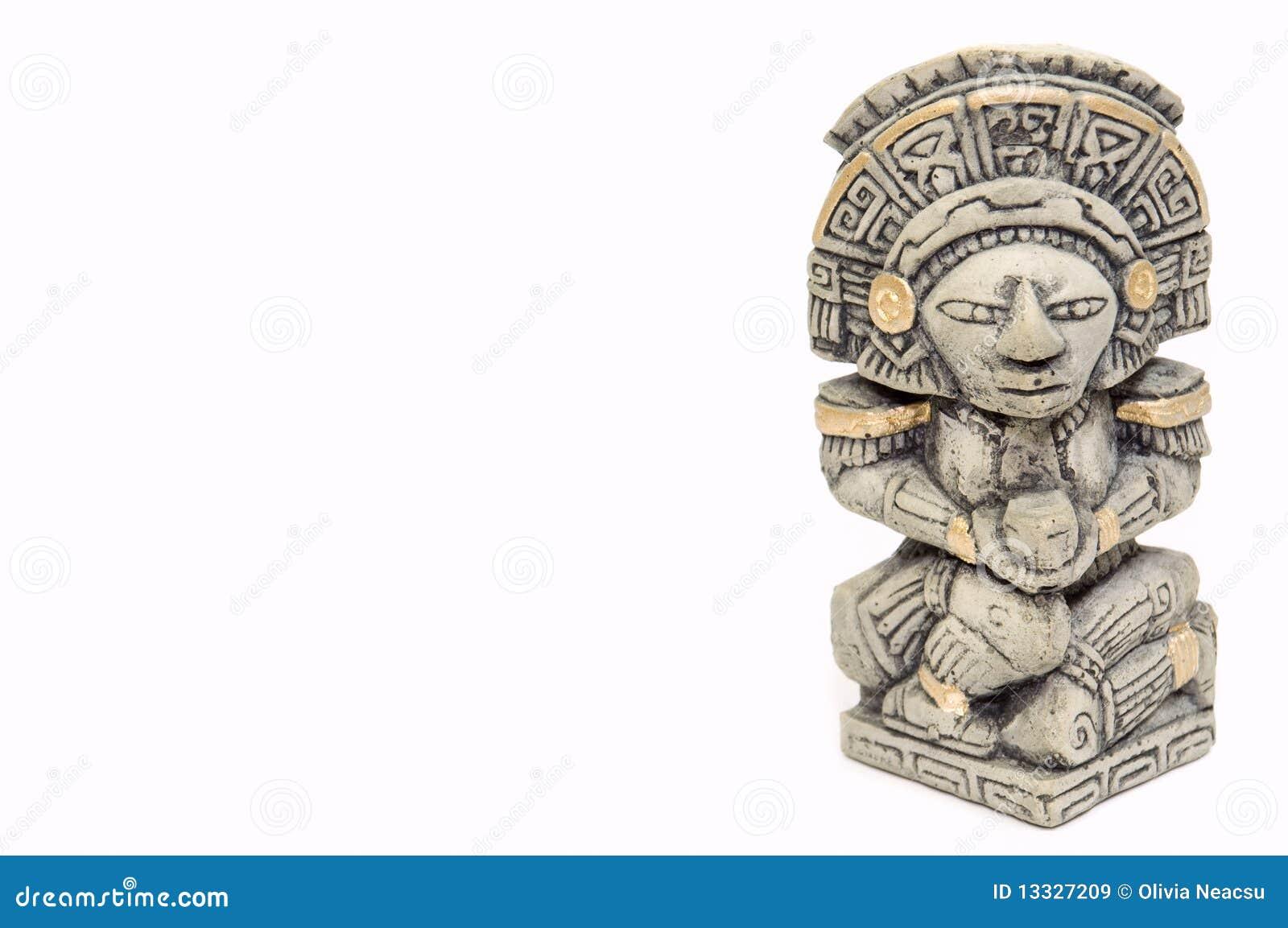 Majski statue1