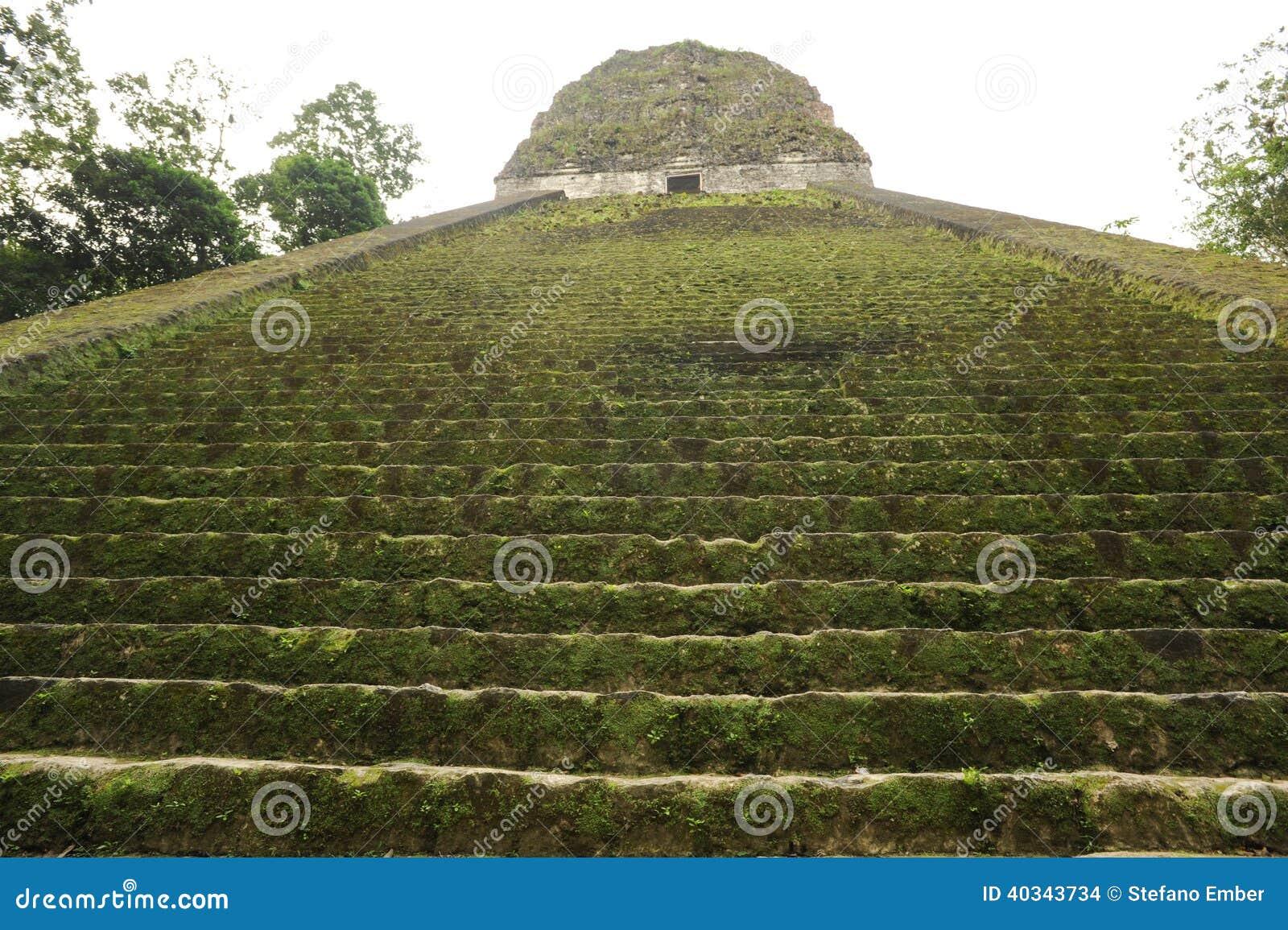 Majskie ruiny Tikal