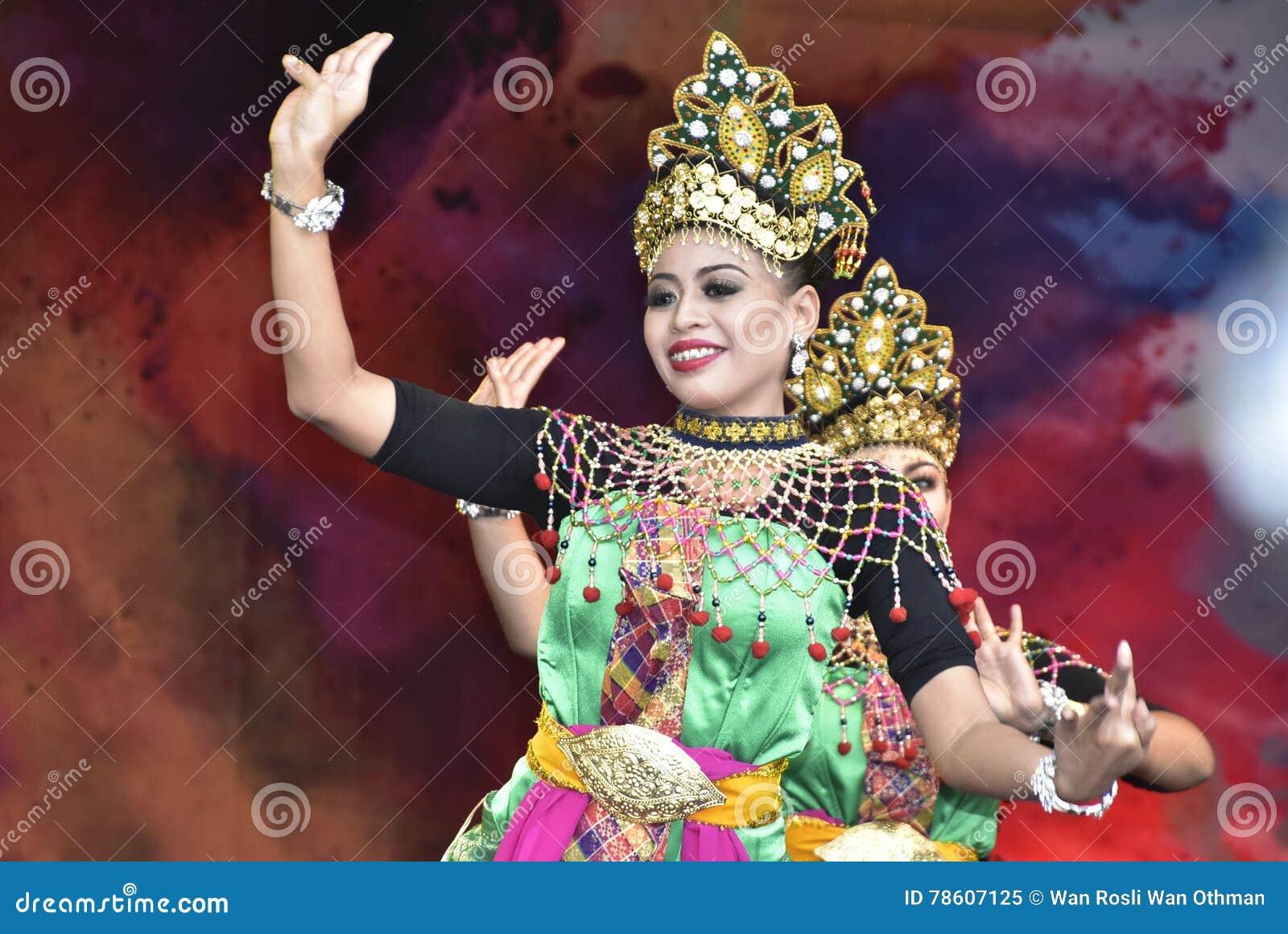 Kuda kepang dance editorial stock image. Image of malaysian 78607284.