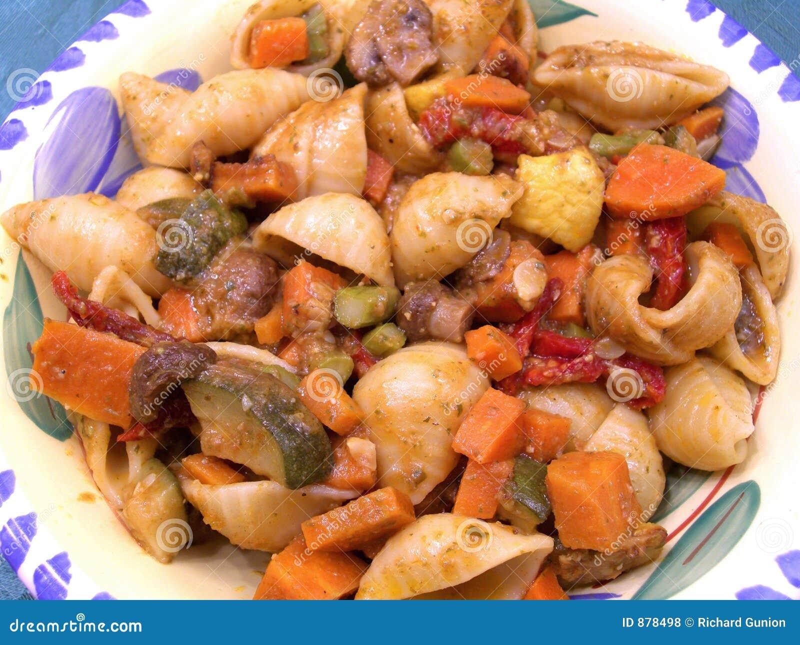Makaron piec kadłuba warzywa