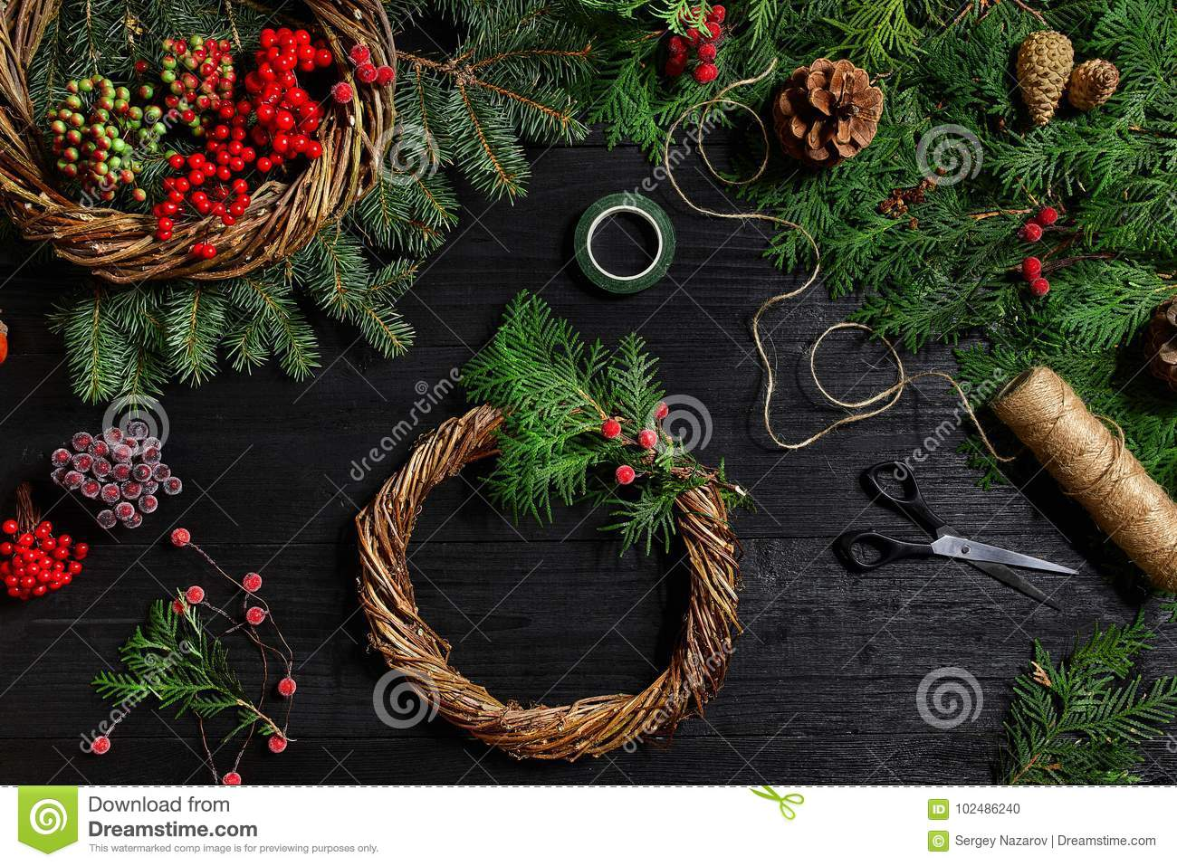 Make A Christmas Wreath With Your Own Hands. Spruce Branch ...