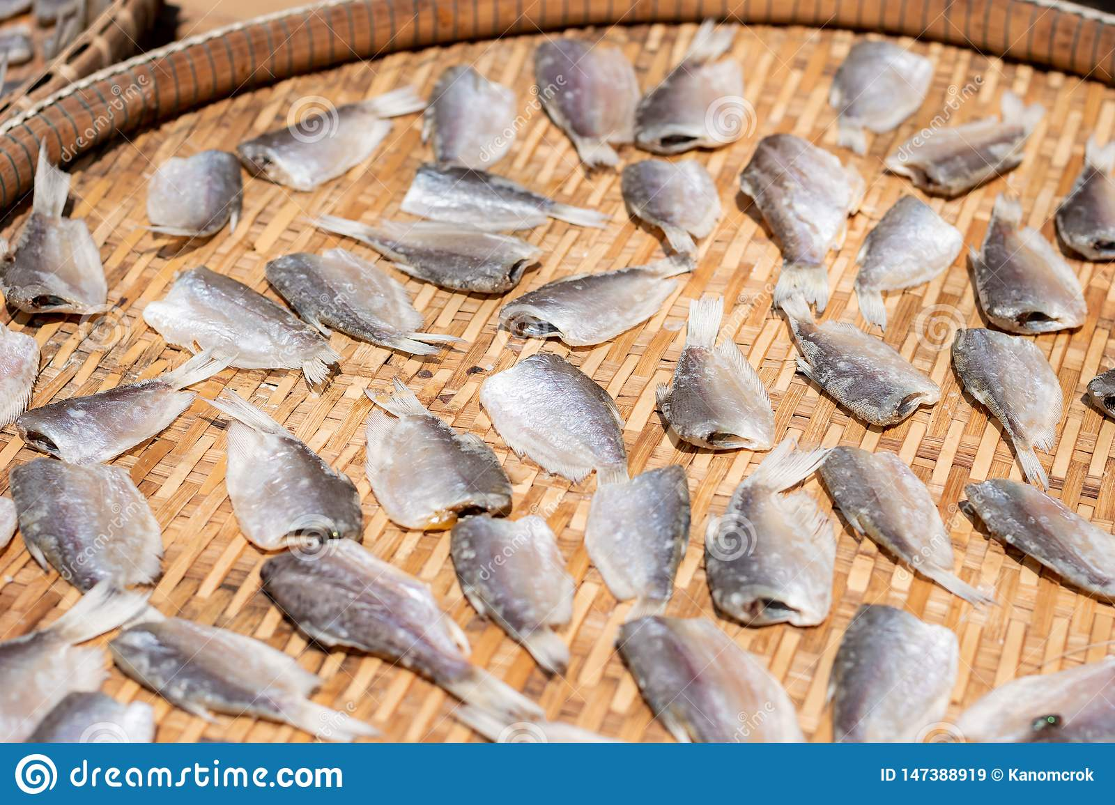 Make dry fish with sunny