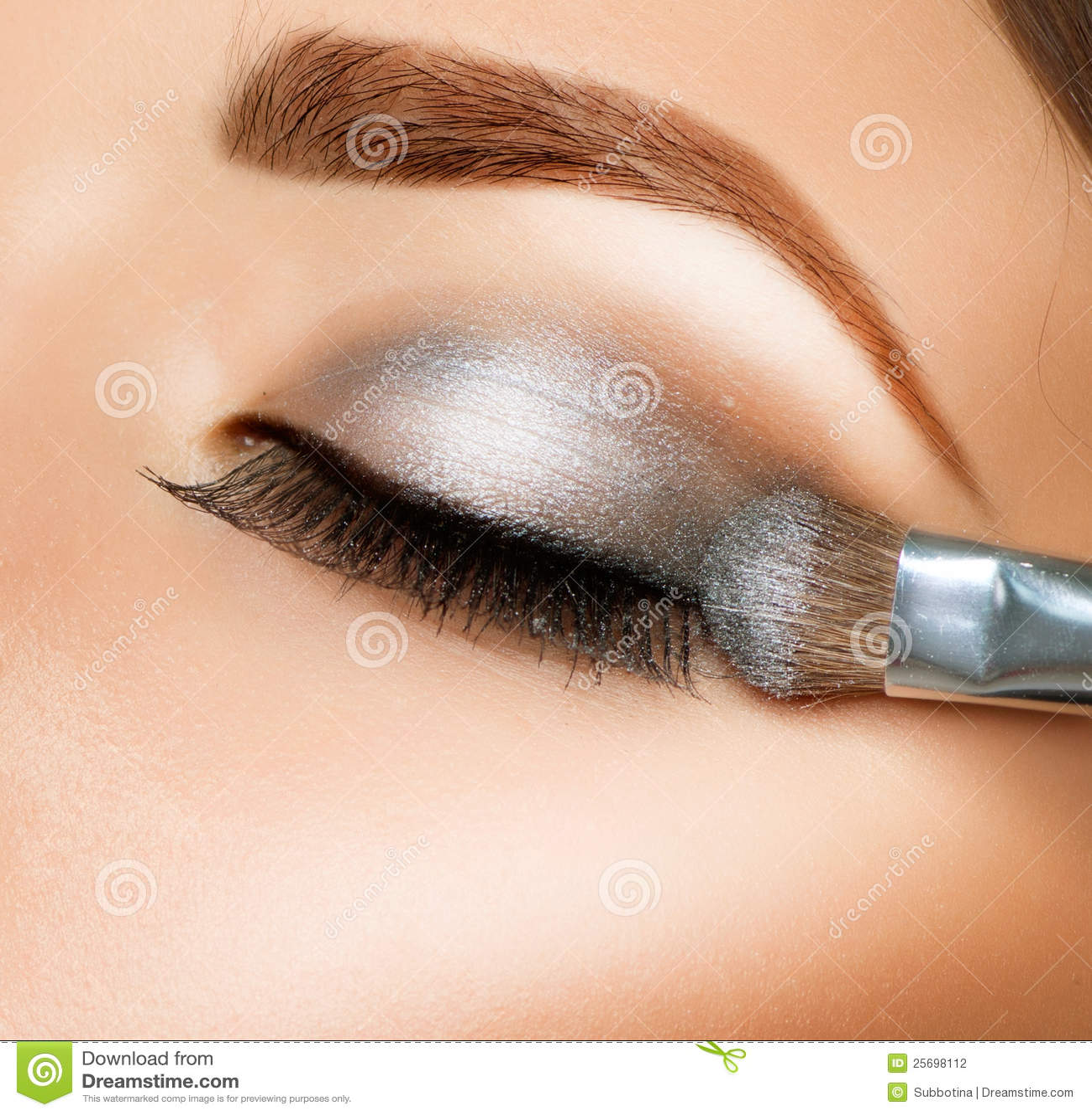 Черно белый макияж глаз тенями